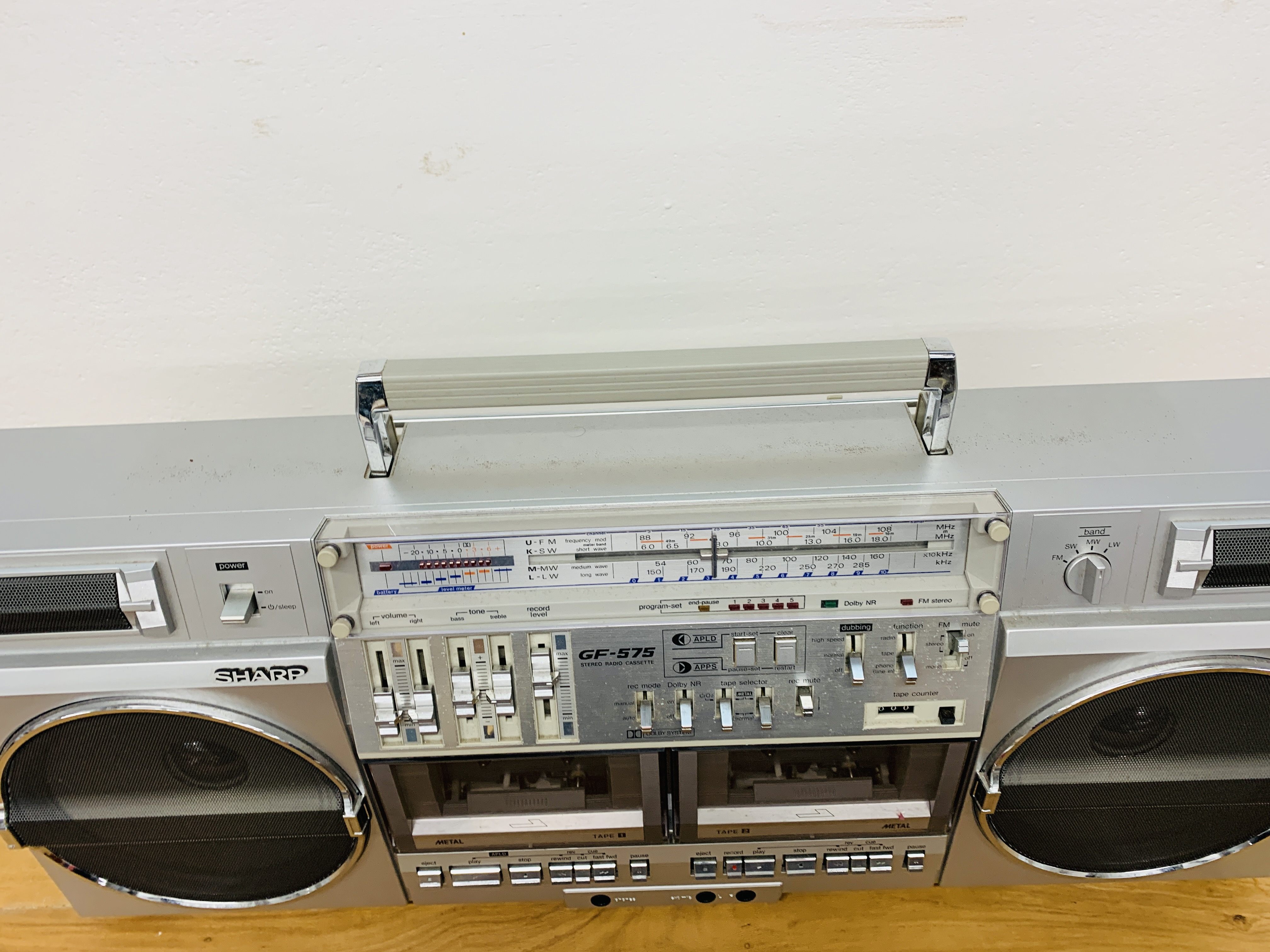 SHARP DELUXE FH / SW / MW / LW 4 BAND STEREO RADIO CASSETTE TAPE RECORDER GF- 575E WITH ORIGINAL - Image 7 of 8