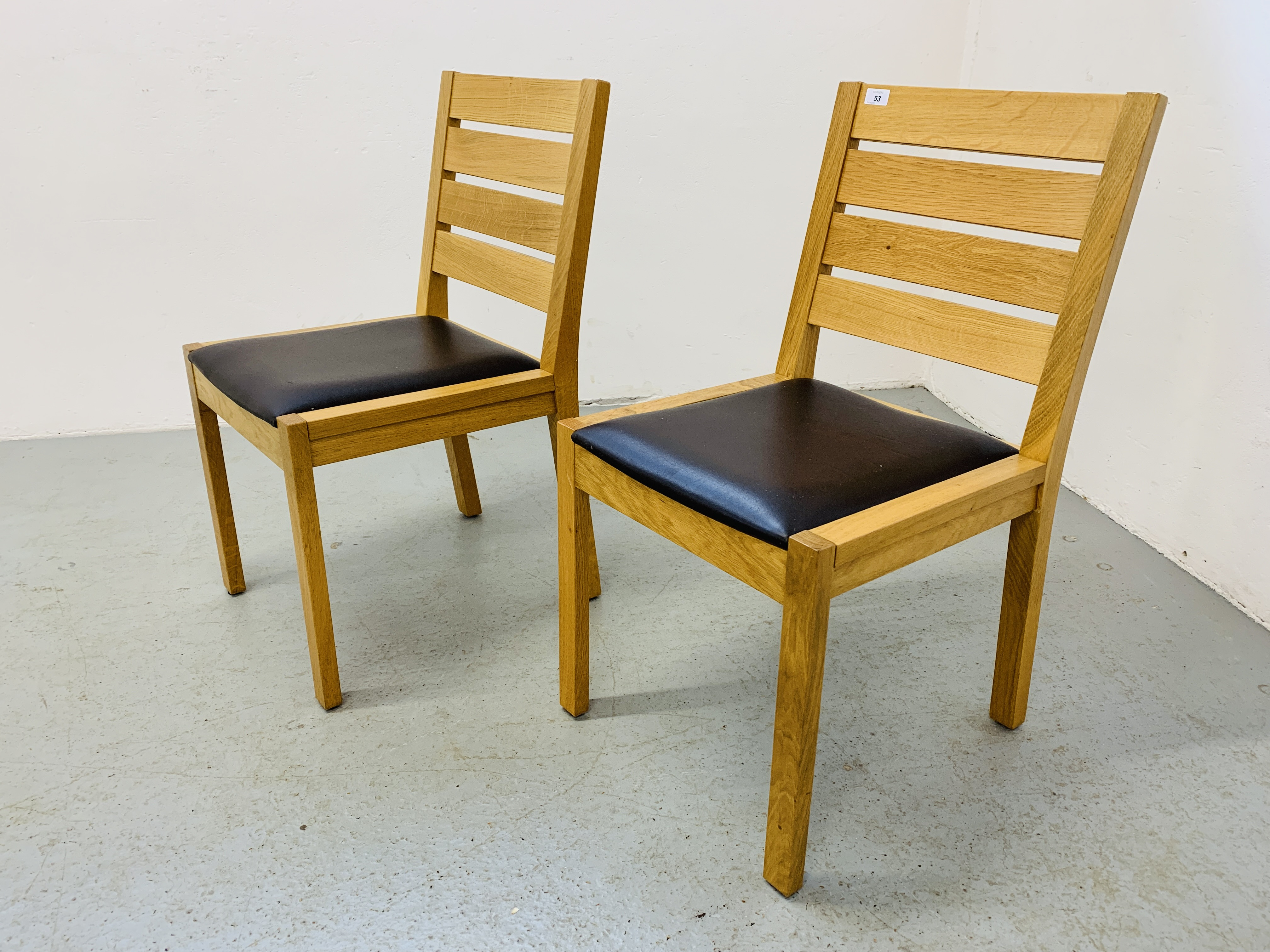 A PAIR OF LIGHT OAK MODERN SIDE CHAIRS - Image 2 of 9
