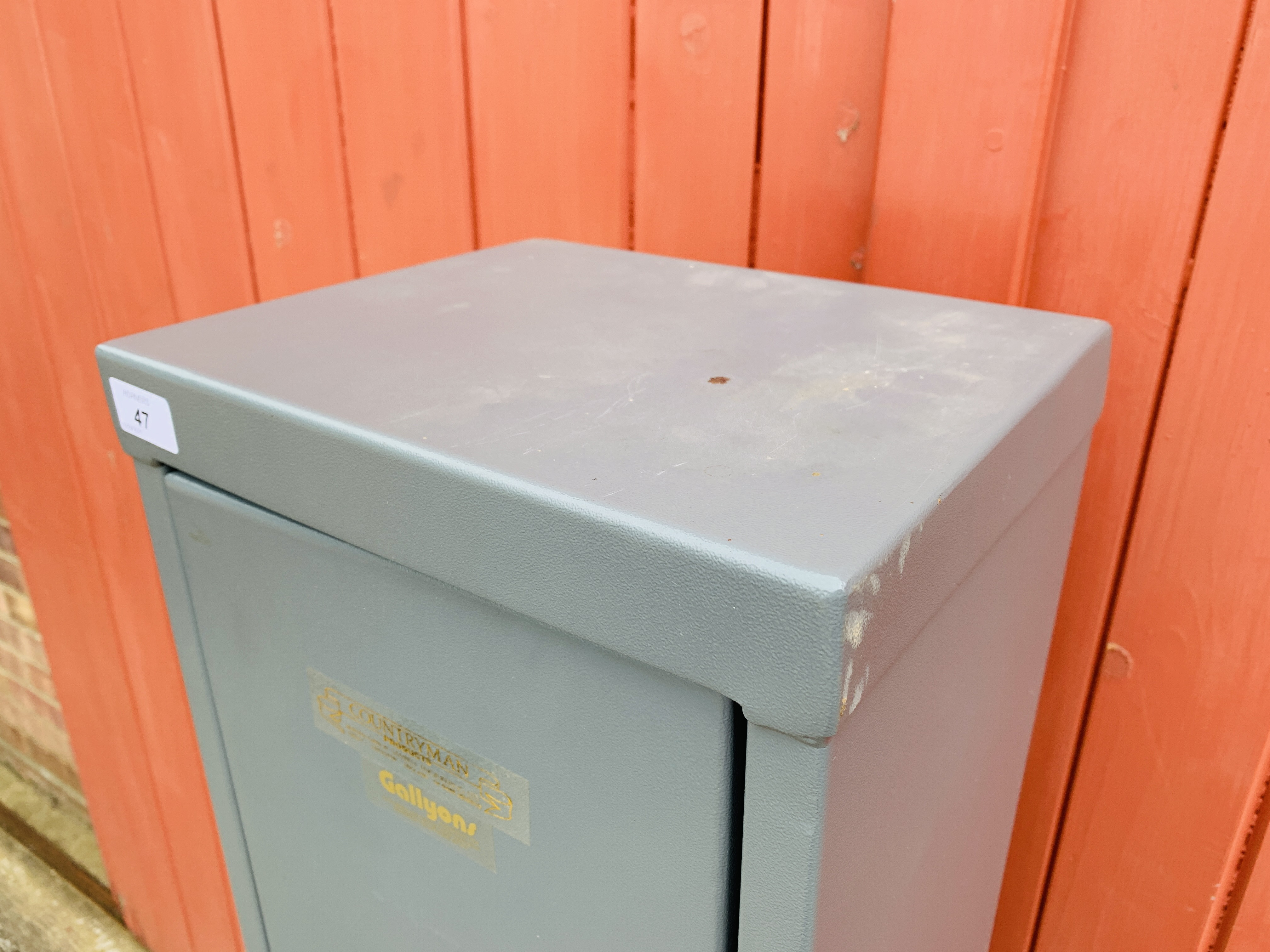 A COUNTRYMAN STEEL GUN SECURITY CABINET - Image 3 of 6