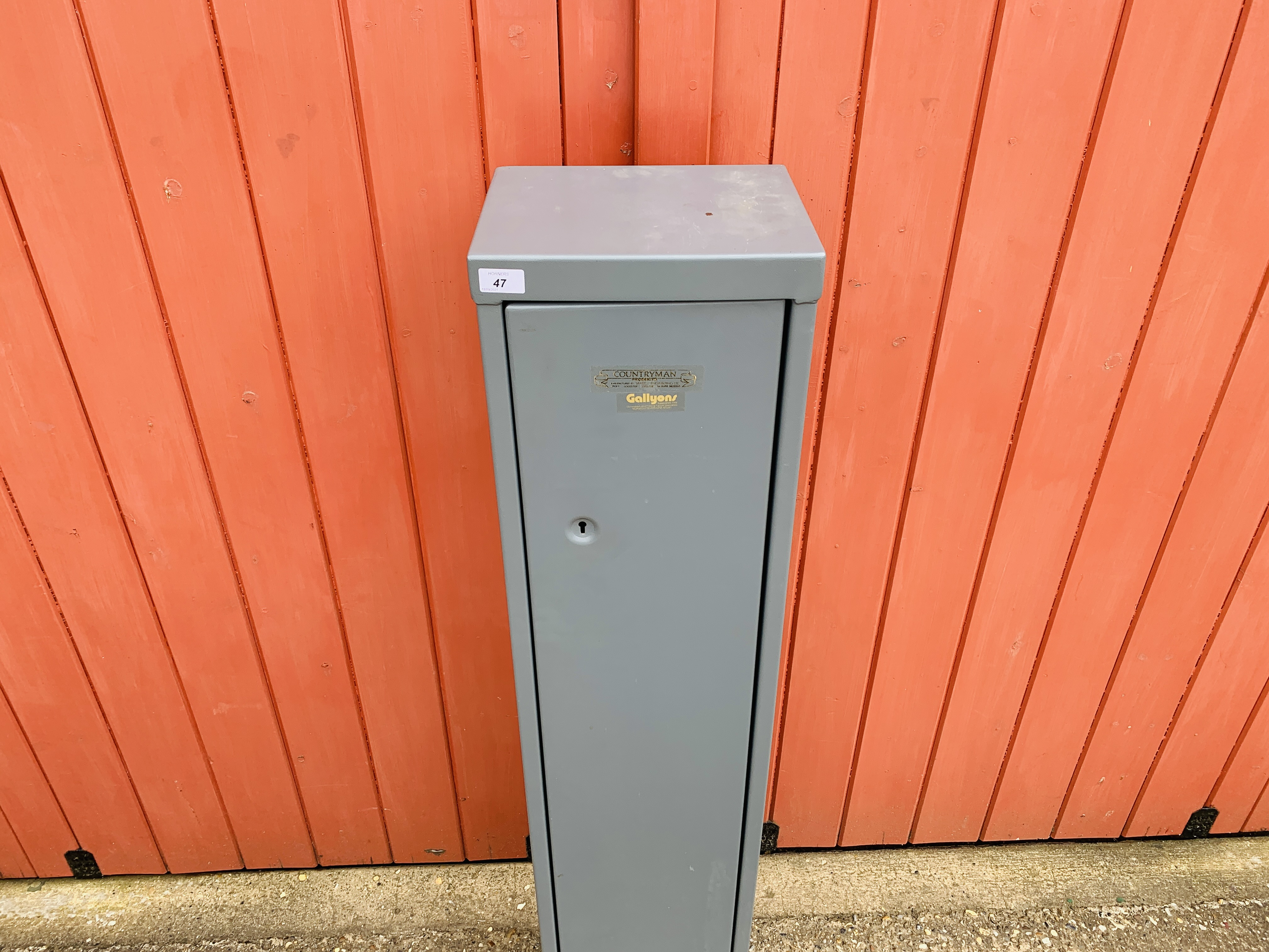 A COUNTRYMAN STEEL GUN SECURITY CABINET - Image 2 of 6