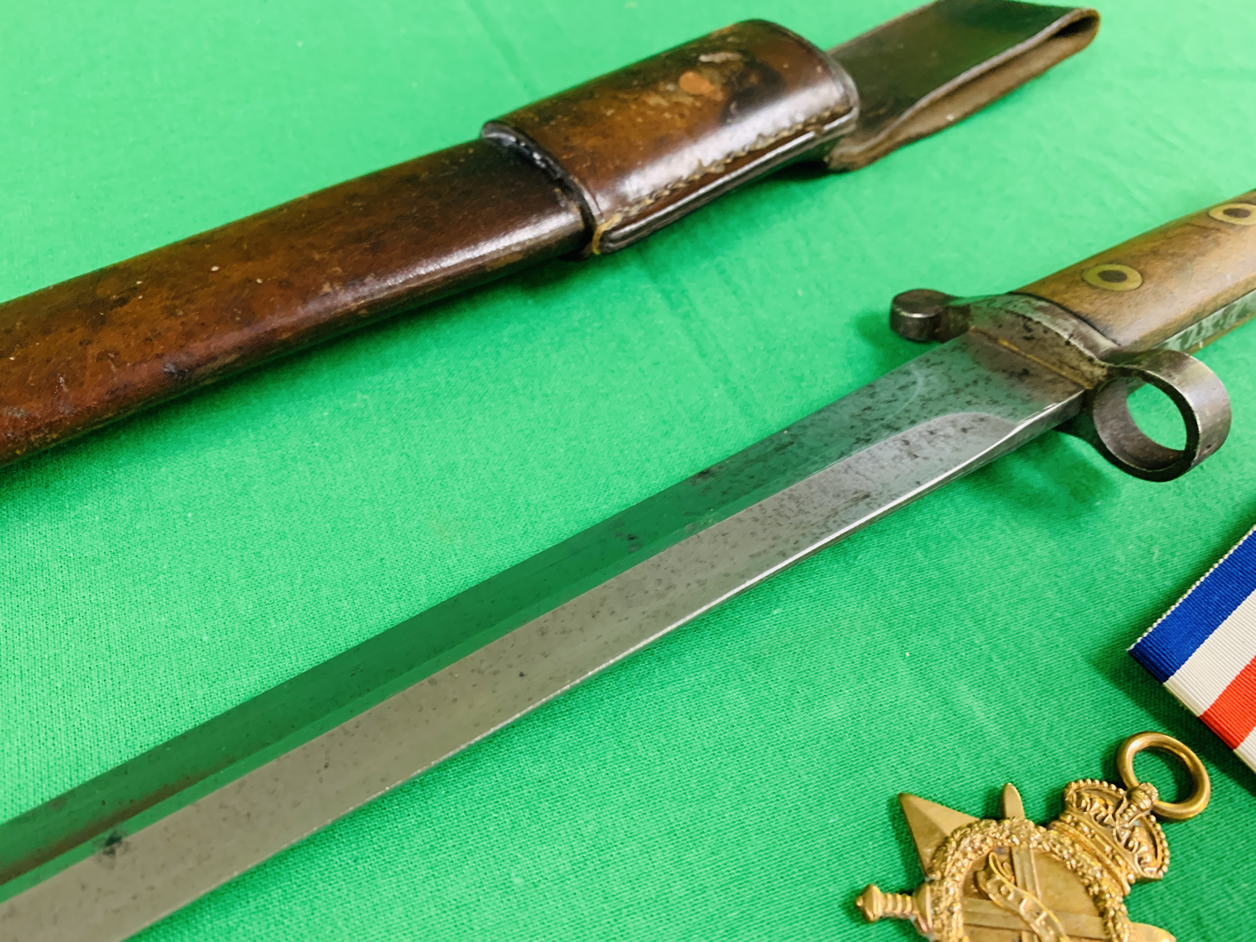 A VICTORIAN BAYONET FOR LEE ENFIELD RIFLE WITH A MK3 NAVAL LEATHER SCABBARD ALONG WITH THE RELATING - Image 7 of 14