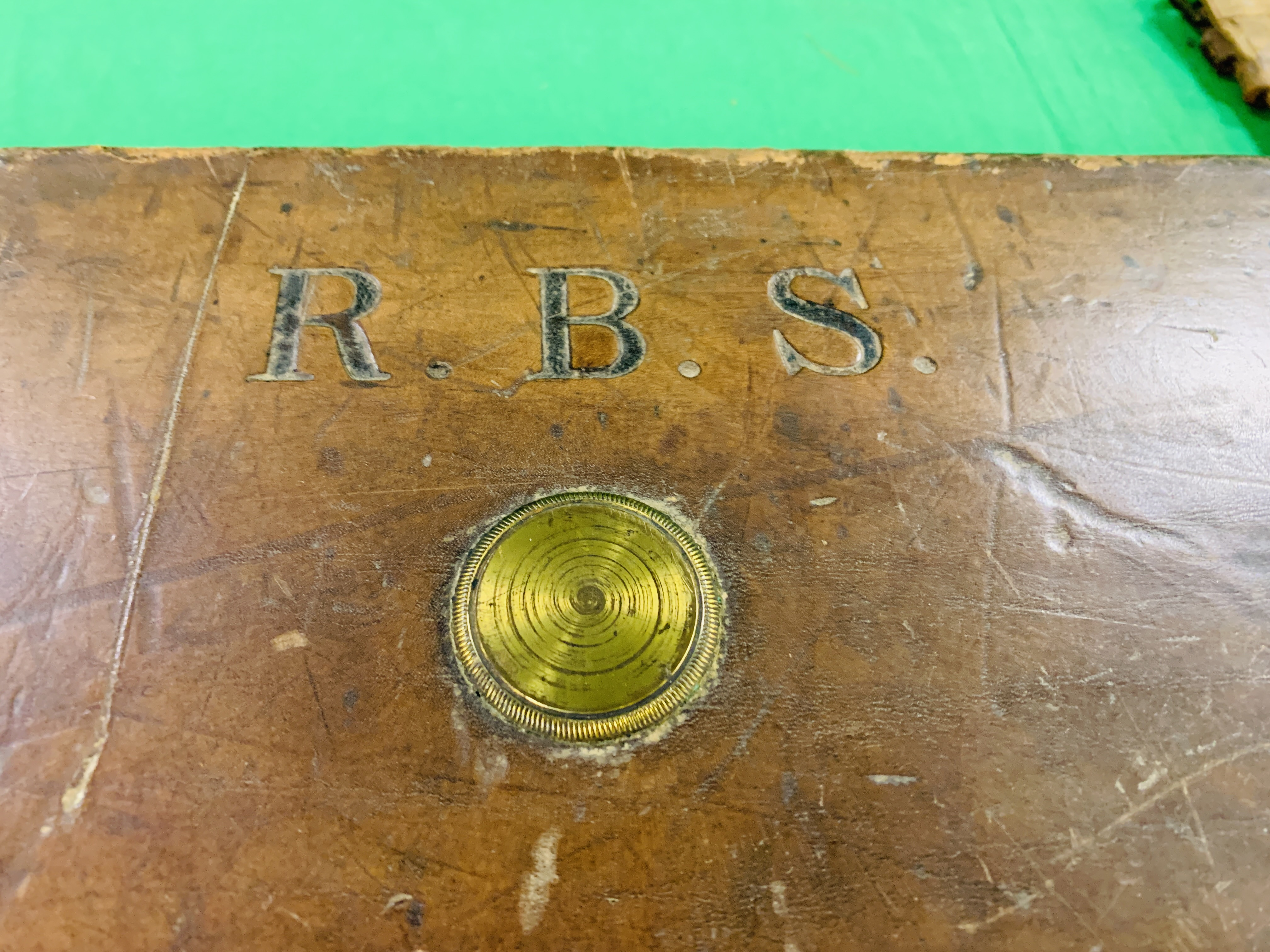 """OAK AND LEATHER 28 / 30"""" SIDE BY SIDE GUN CASE WITH B. HALLIDAY AND CO. LTD OF LONDON CASE LABEL. - Image 8 of 10"""