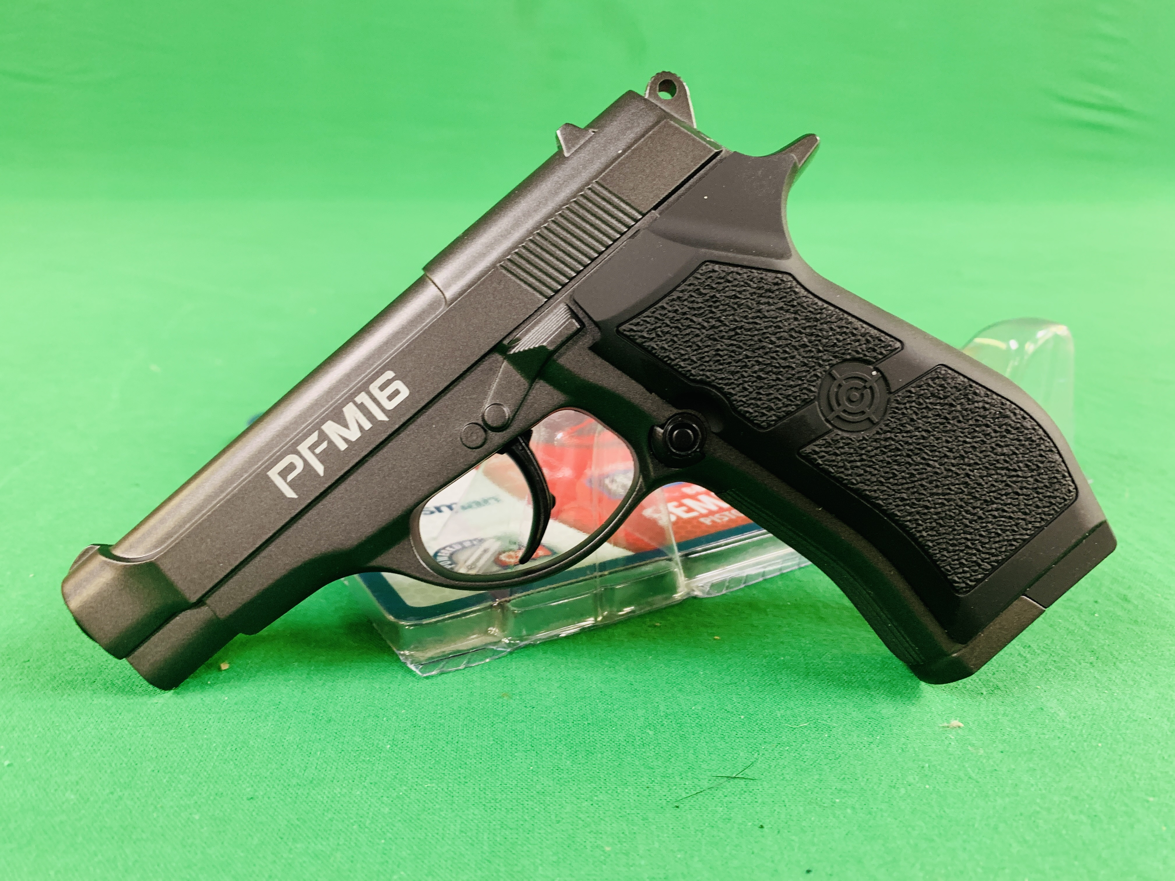 A CROSMAN PF M16 COMPACT SEMI-AUTO CO² BB AIR PISTOL BOXED AS NEW - (ALL GUNS TO BE INSPECTED AND - Image 3 of 4