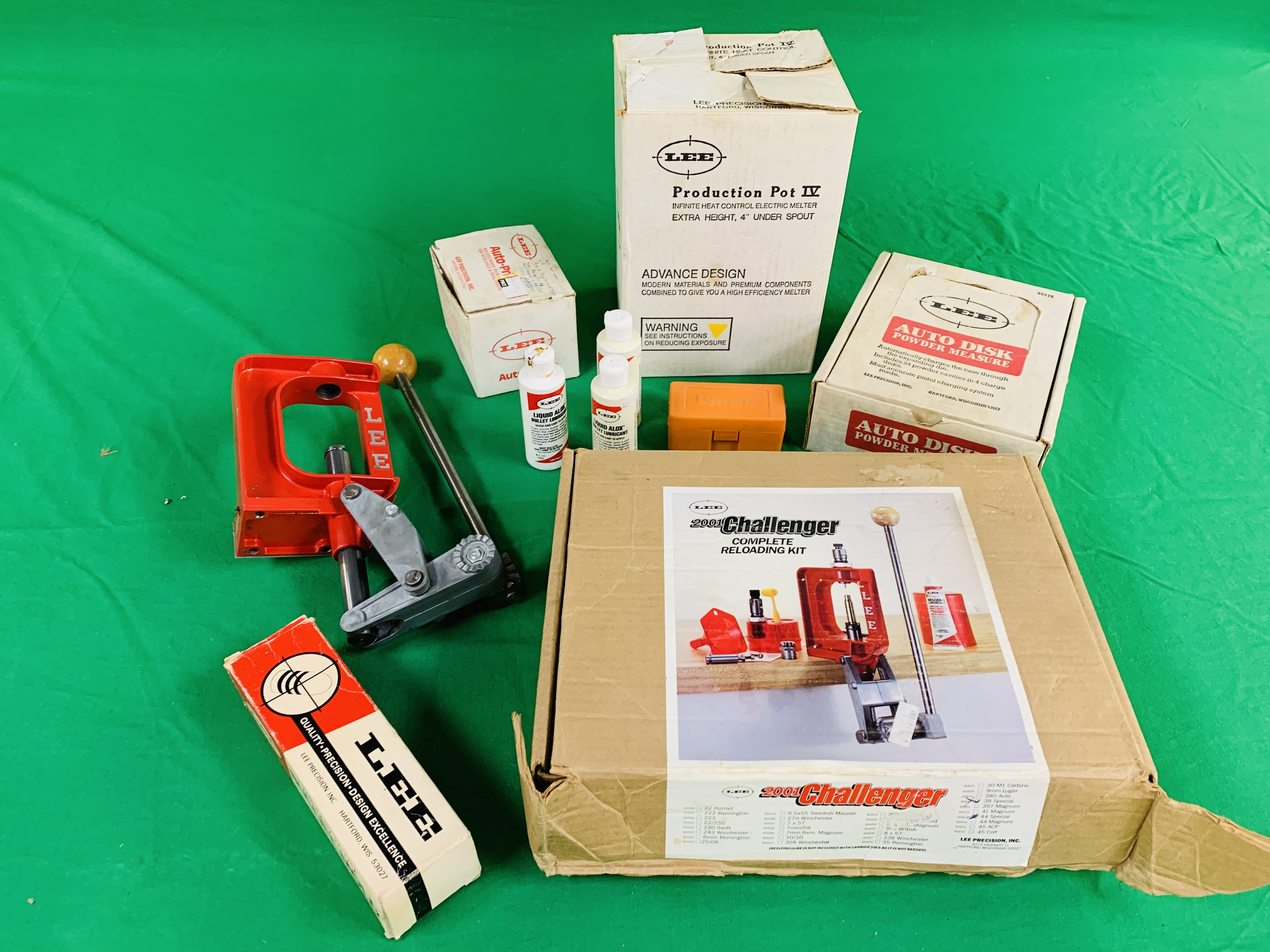 A COLLECTION OF LEE RELOADING EQUIPMENT TO INCLUDE PRESSES, POWDER, MEASURES,
