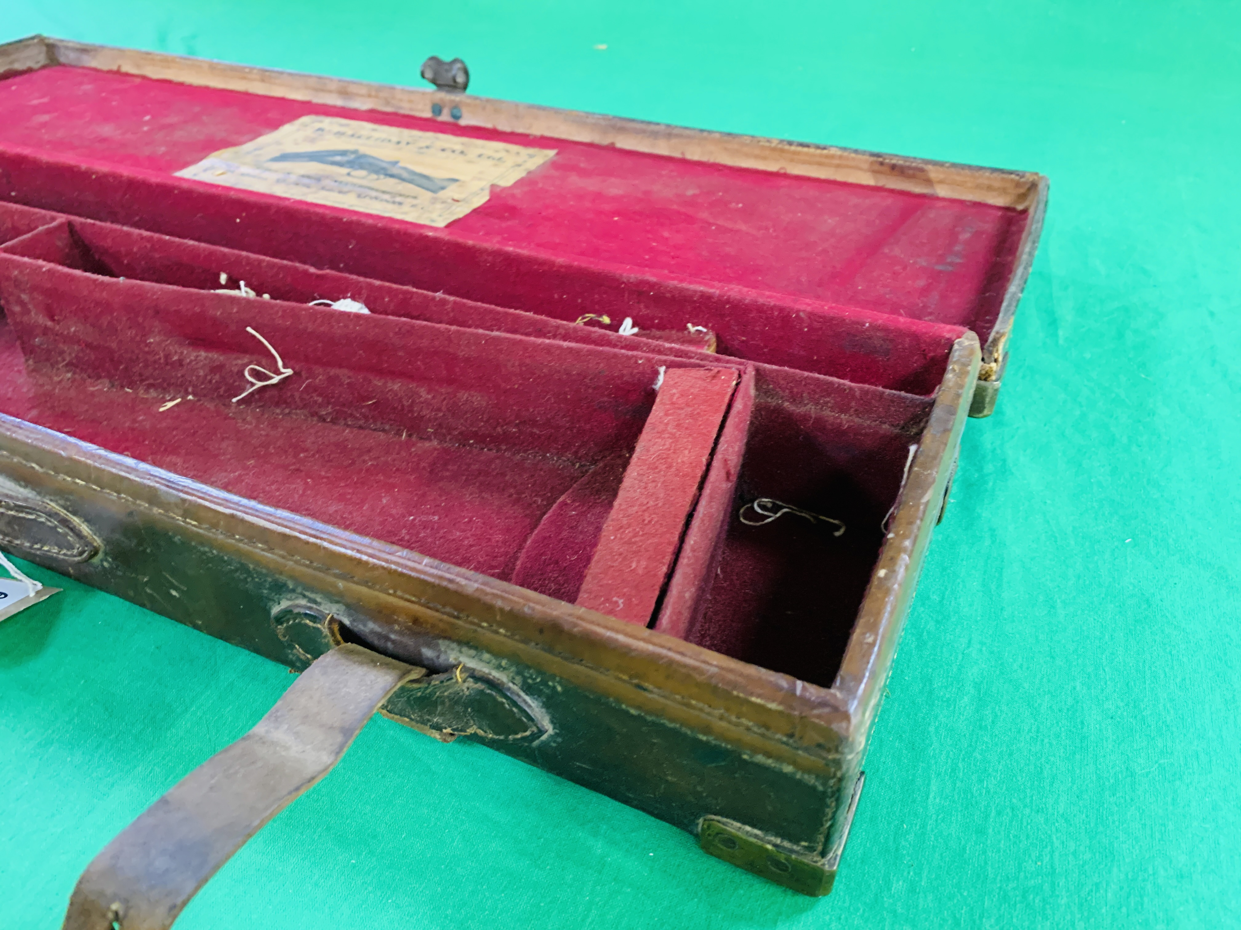 """OAK AND LEATHER 28 / 30"""" SIDE BY SIDE GUN CASE WITH B. HALLIDAY AND CO. LTD OF LONDON CASE LABEL. - Image 5 of 10"""