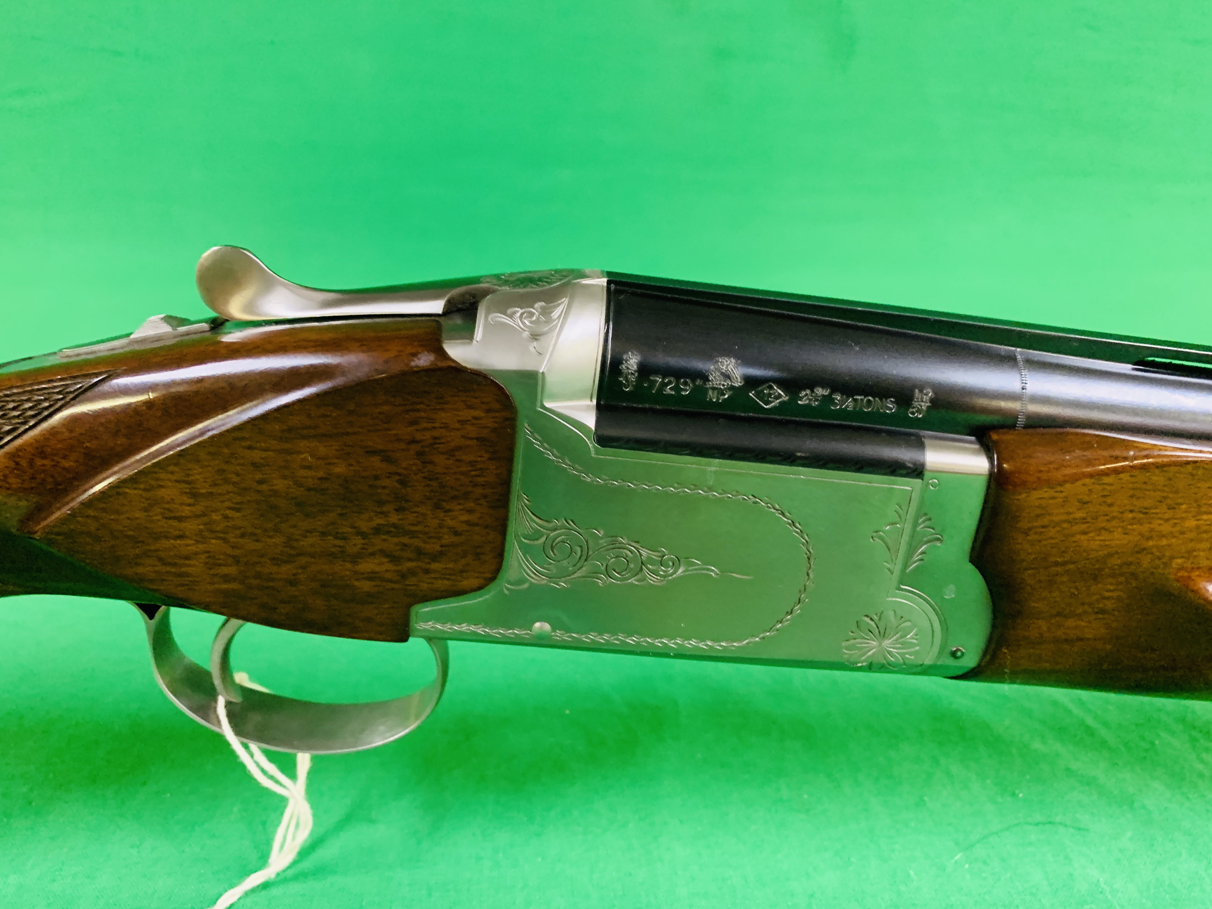 NIKKO 5000 12 BORE OVER AND UNDER SHOTGUN # K629564 - FIXED CHOKE, - Image 3 of 8