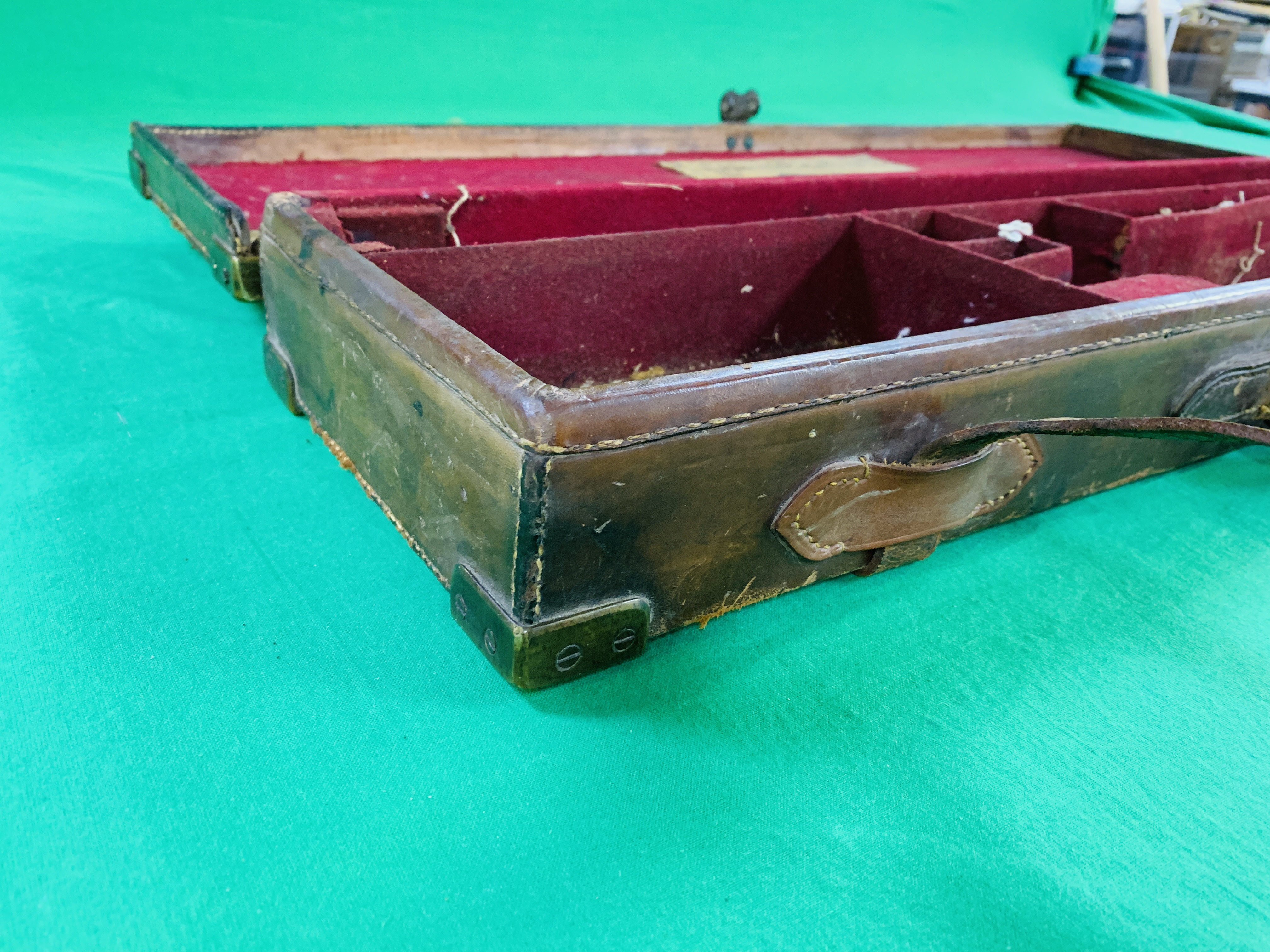 """OAK AND LEATHER 28 / 30"""" SIDE BY SIDE GUN CASE WITH B. HALLIDAY AND CO. LTD OF LONDON CASE LABEL. - Image 6 of 10"""