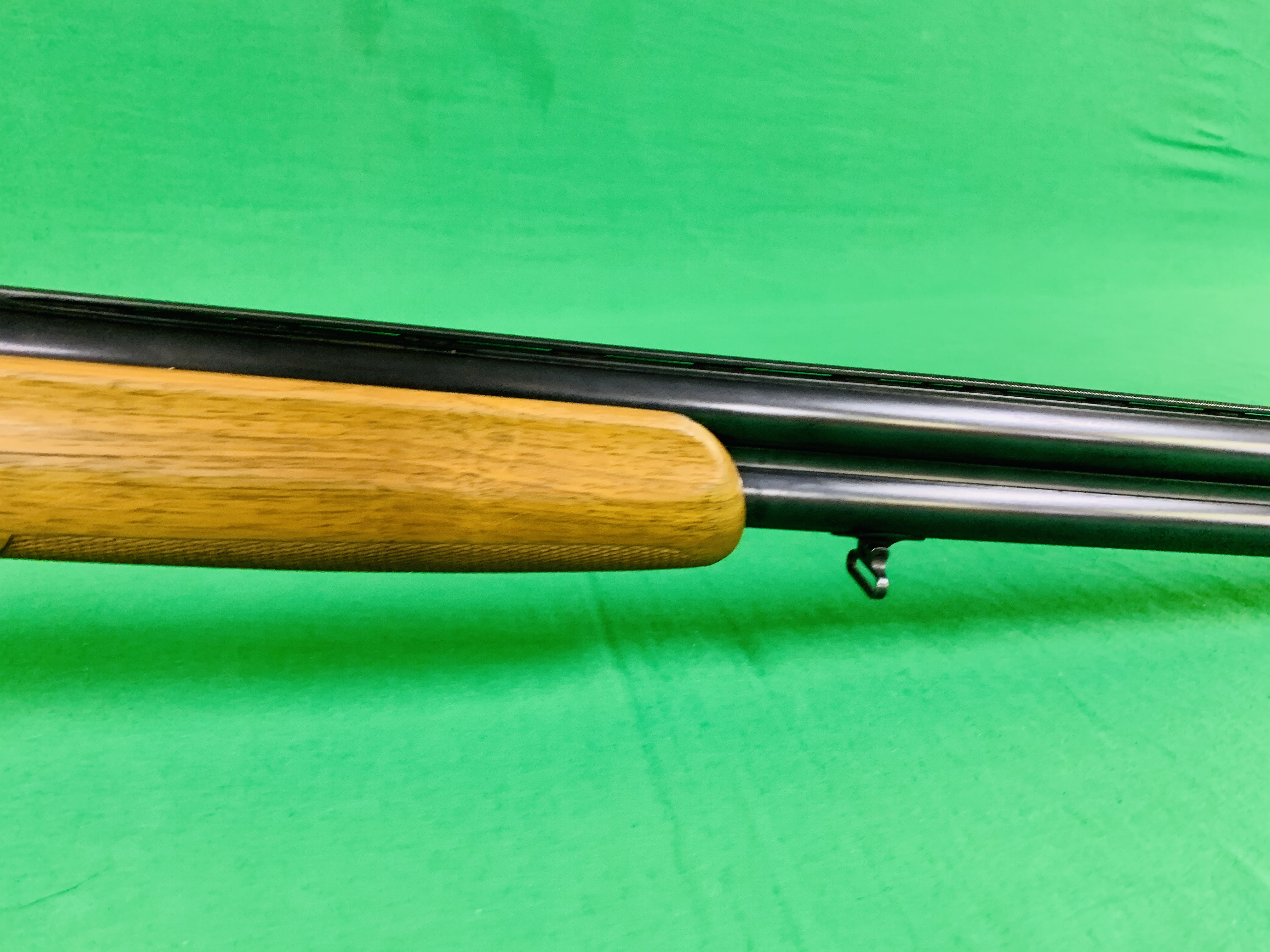 12 BORE BERETTA OVER AND UNDER SHOTGUN # B17388B WITH GUN SLEEVE - (ALL GUNS TO BE INSPECTED AND - Image 5 of 9