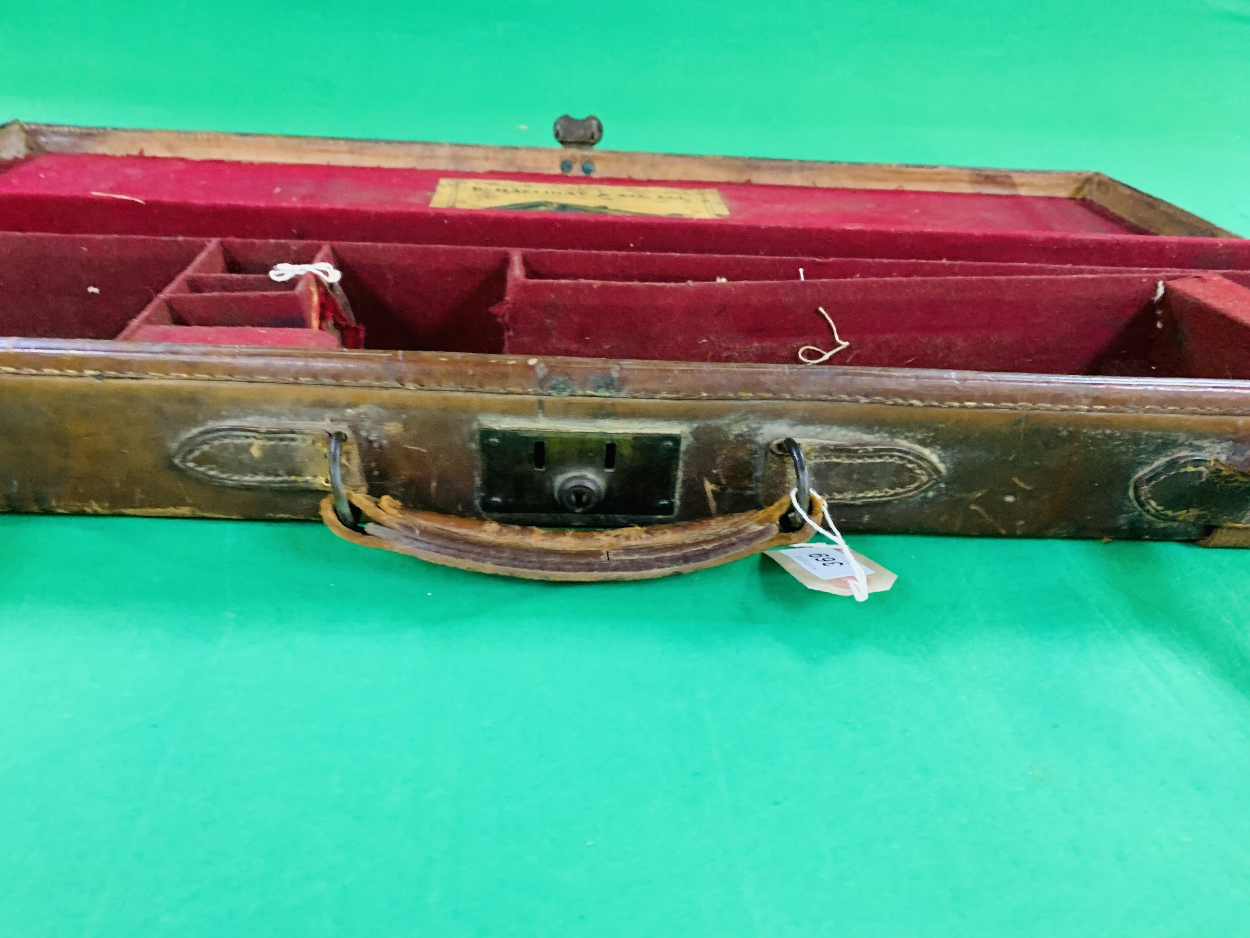 """OAK AND LEATHER 28 / 30"""" SIDE BY SIDE GUN CASE WITH B. HALLIDAY AND CO. LTD OF LONDON CASE LABEL. - Image 7 of 10"""