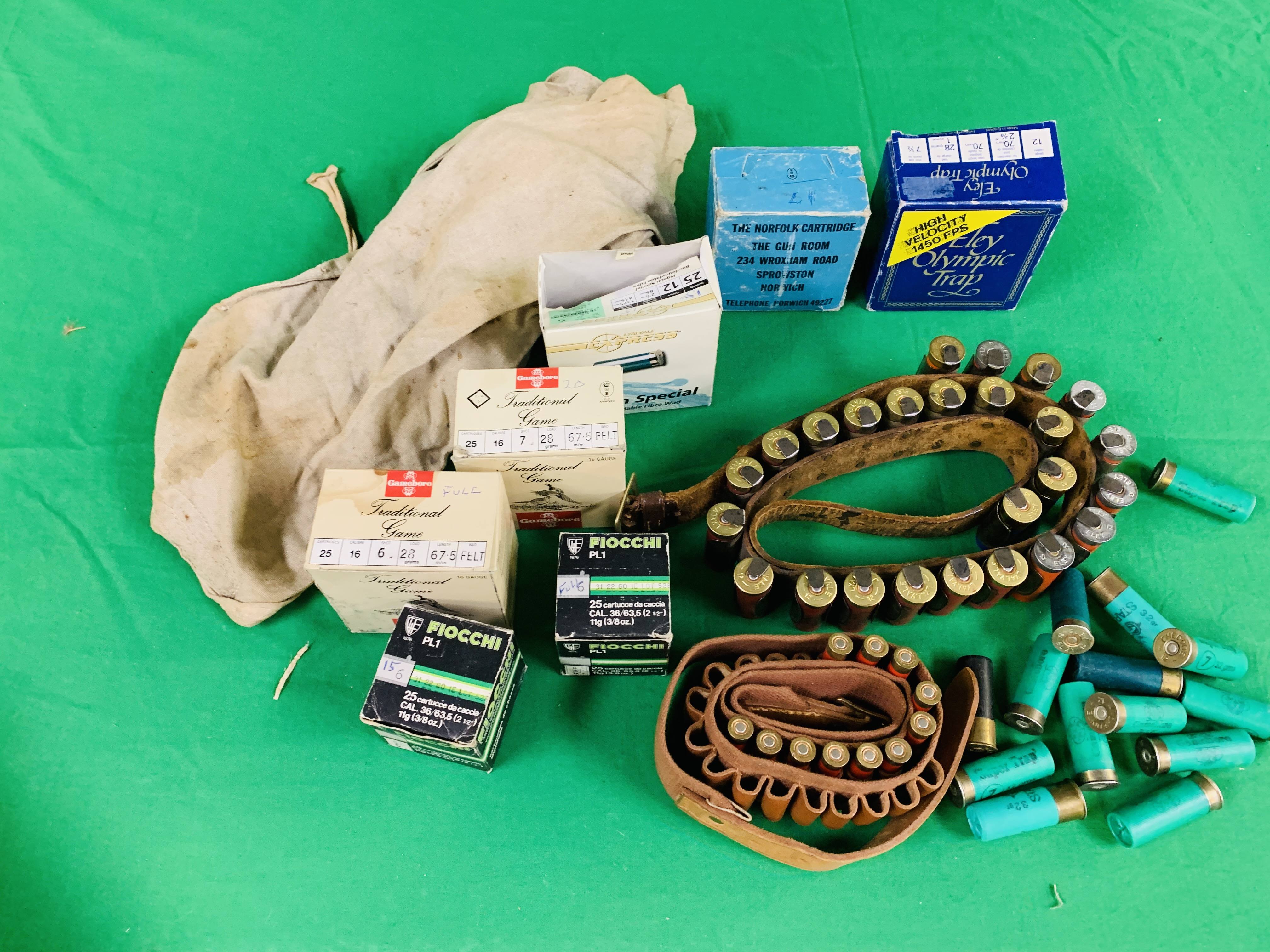 A COLLECTION OF SHOTGUN AMMUNITION TO INCLUDE 12G, .22 BIRD SHOT, . - Image 6 of 6