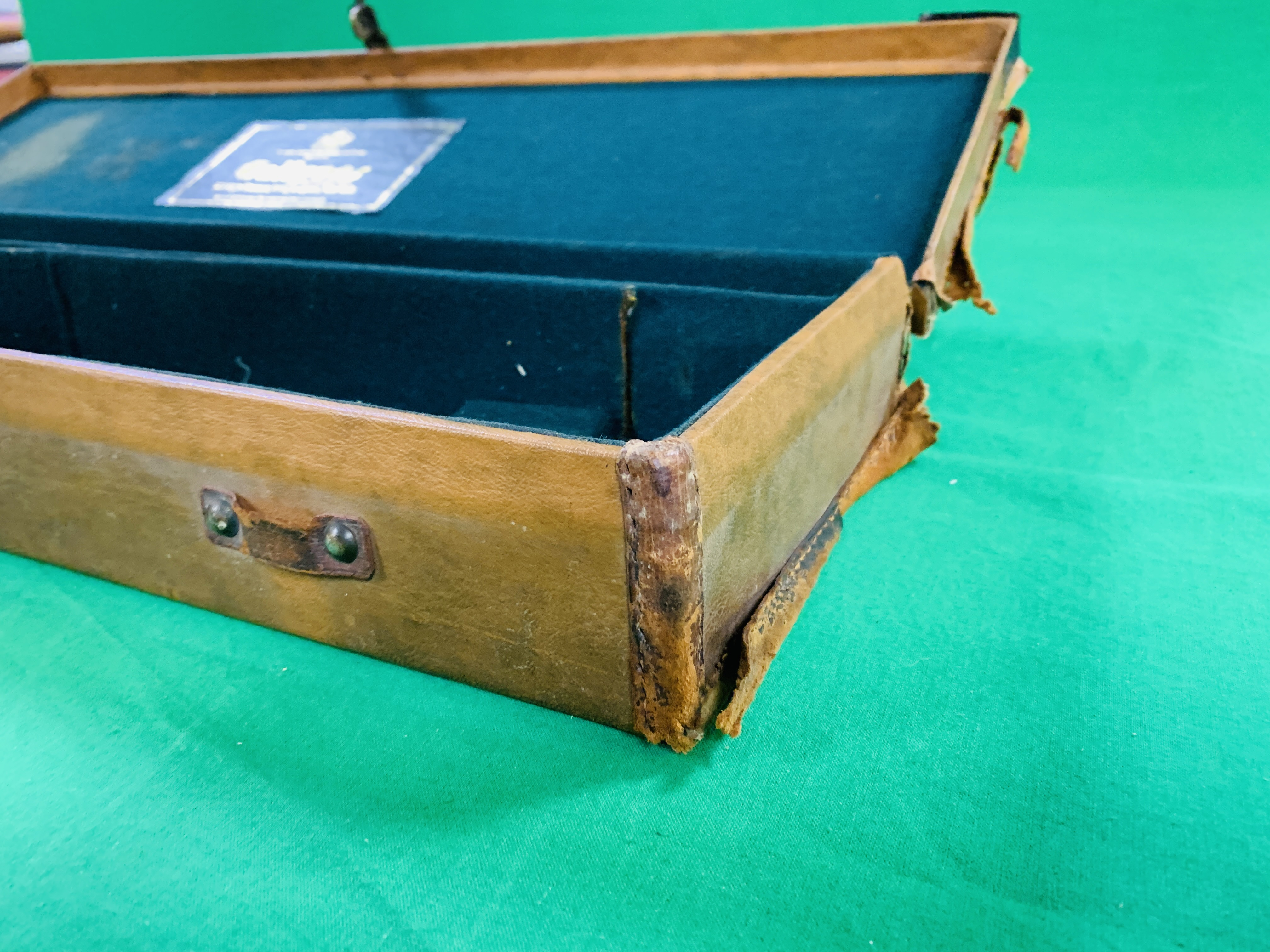 """LEATHERETTE 28 / 30"""" CASE WITH GALLYON OF KINGFISHER LABEL INSIDE - Image 8 of 11"""