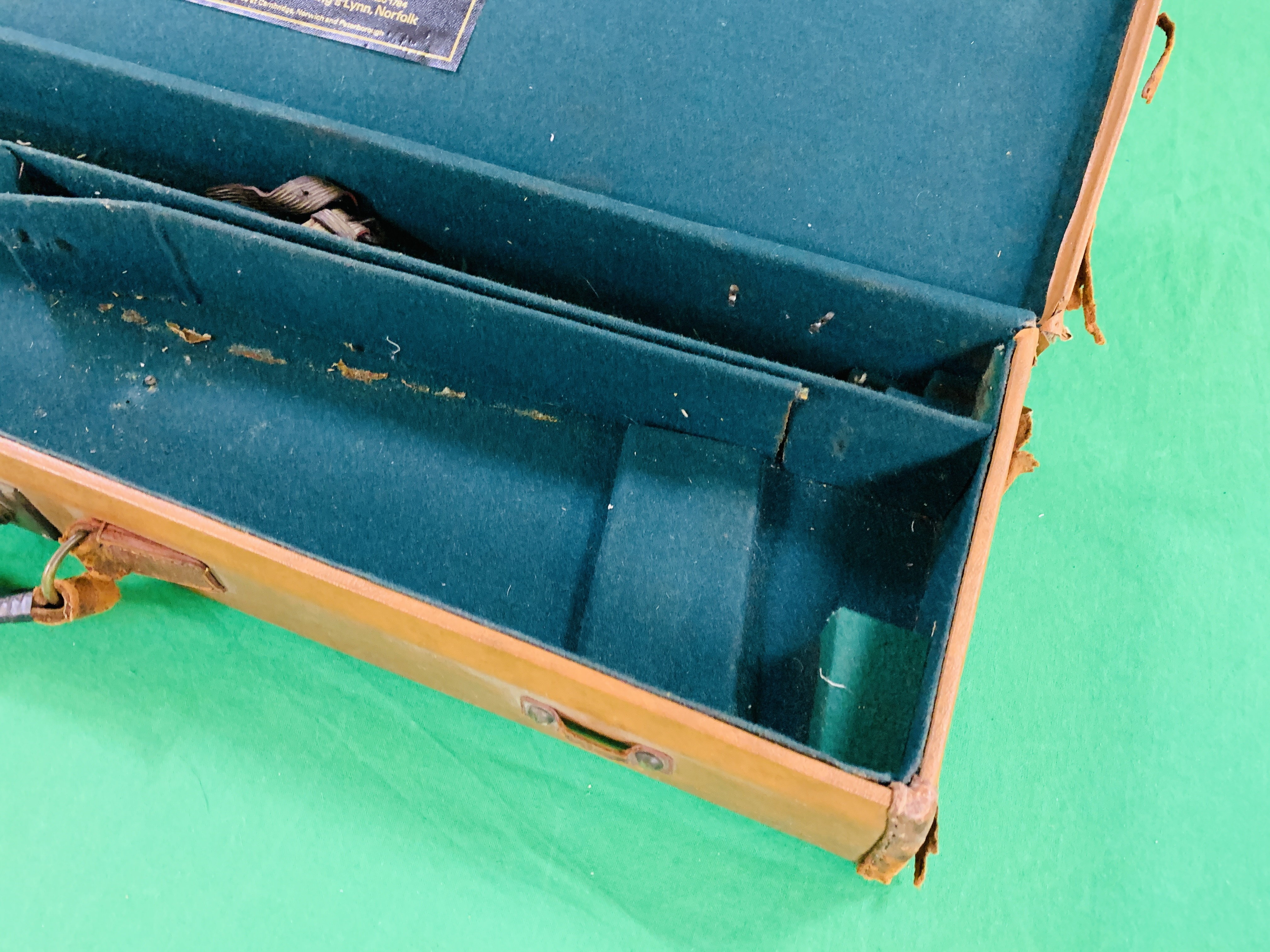 """LEATHERETTE 28 / 30"""" CASE WITH GALLYON OF KINGFISHER LABEL INSIDE - Image 7 of 11"""