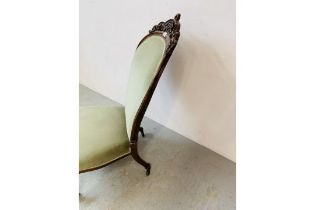 A VICTORIAN MAHOGANY SPOON BACK EASY CHAIR WITH GREEN VELOUR UPHOLSTERY
