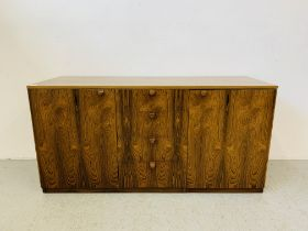 A C20TH BRAZILIAN ROSEWOOD RETRO SIDEBOARD HAVING FOUR CENTRAL DRAWERS FLANKED BY CUPBOARDS TO