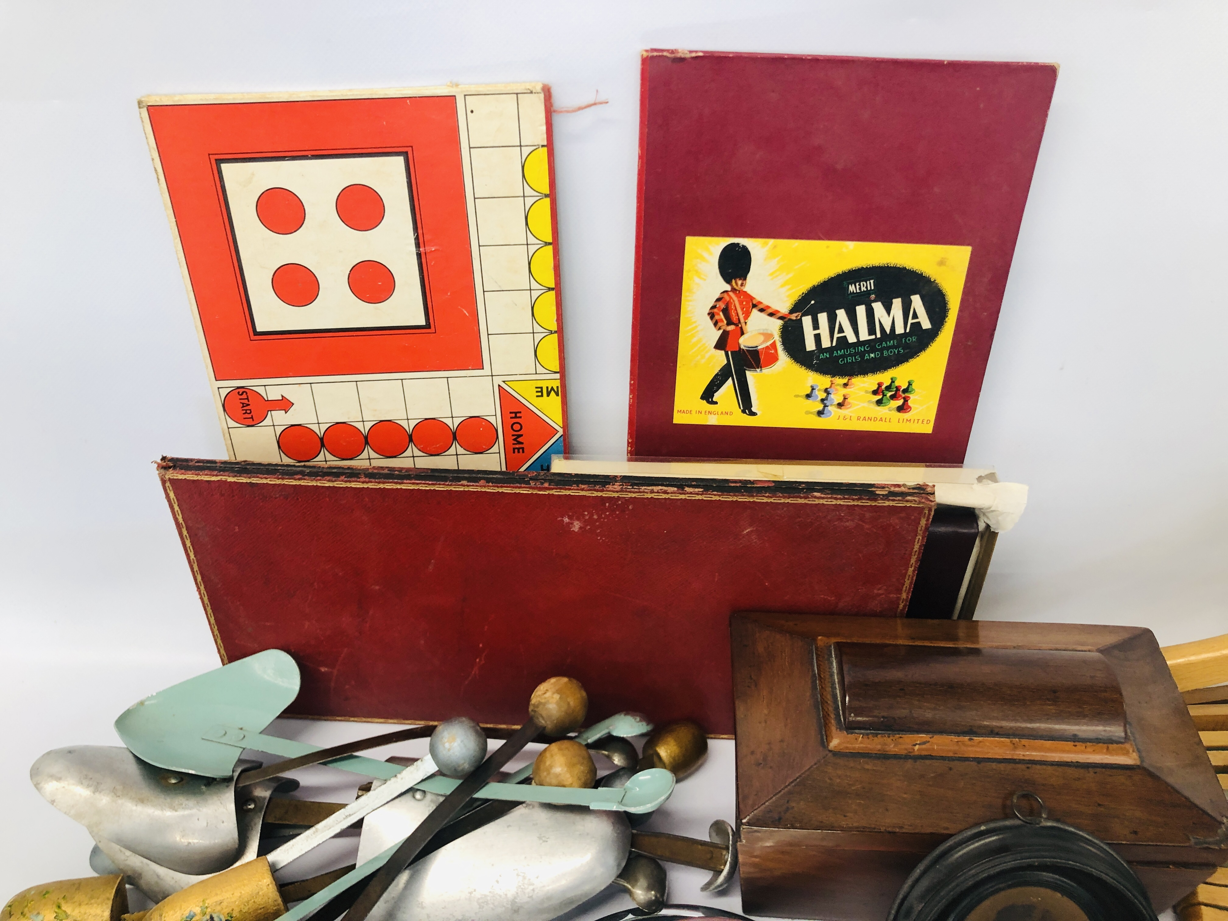 BOX OF ASSORTED VINTAGE COLLECTABLE'S TO INCLUDE MAHOGANY TEA CADDY, GAMES MIRRORS, HANGERS, - Image 3 of 12