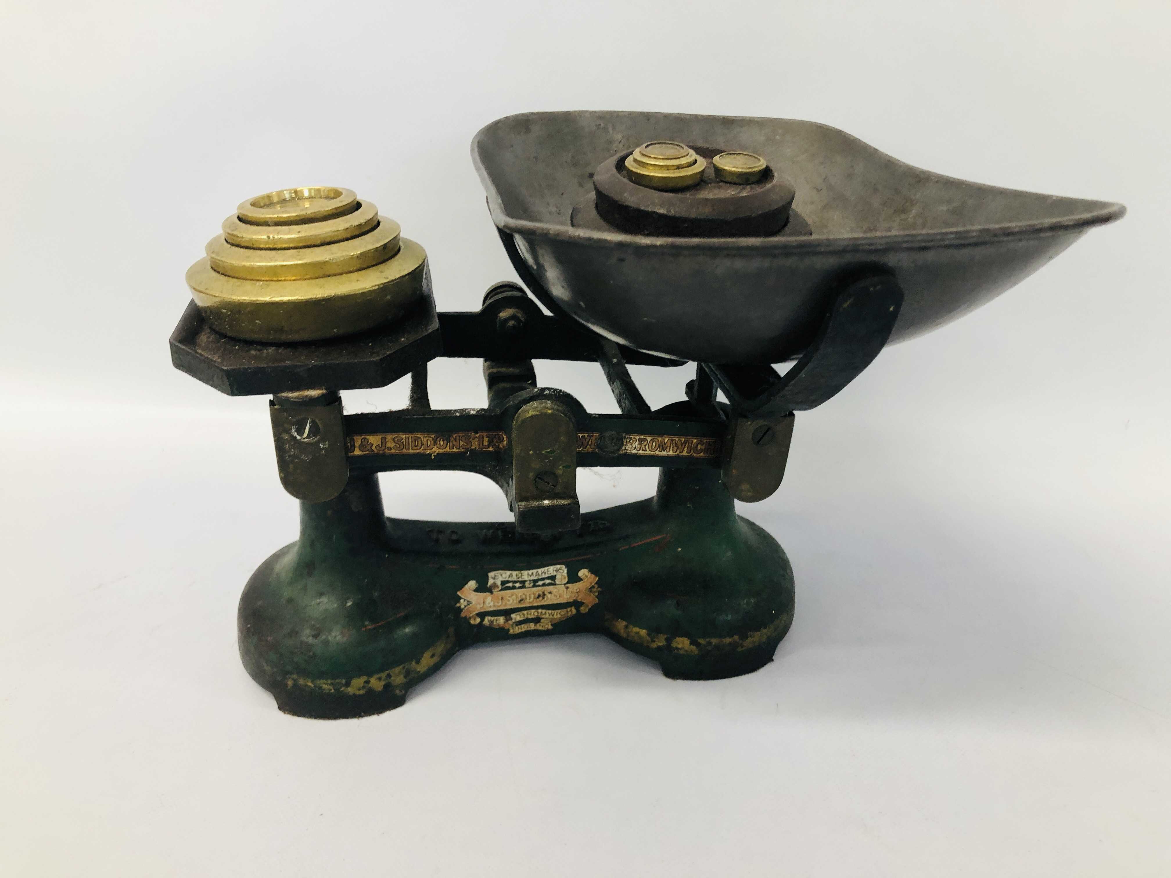 BOX OF ASSORTED COLLECTABLE'S TO INCLUDE VINTAGE WATERING BRASS CAN, SLIDE VIEW, - Image 23 of 25