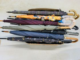 BOX CONTAINING QTY OF COMPACT UMBRELLAS (35) ALONG WITH 9 STANDARD UMBRELLAS TO INCLUDE BARBOUR,