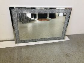 A LARGE MODERN DESIGNER MIRRORED GLASS WALL MIRROR WITH DIAMOND SPARKLE DETAIL
