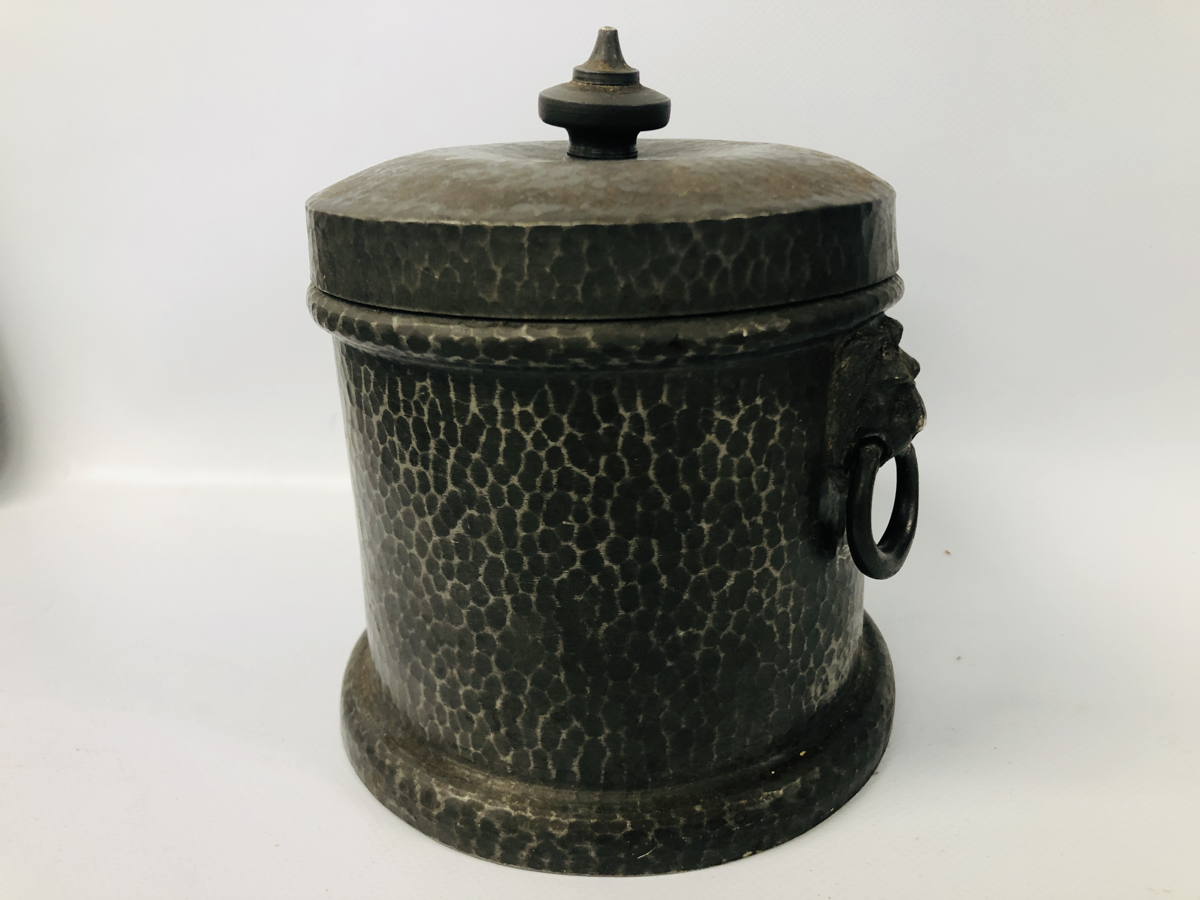 BOX OF ASSORTED COLLECTABLE'S TO INCLUDE VINTAGE WATERING BRASS CAN, SLIDE VIEW, - Image 2 of 25