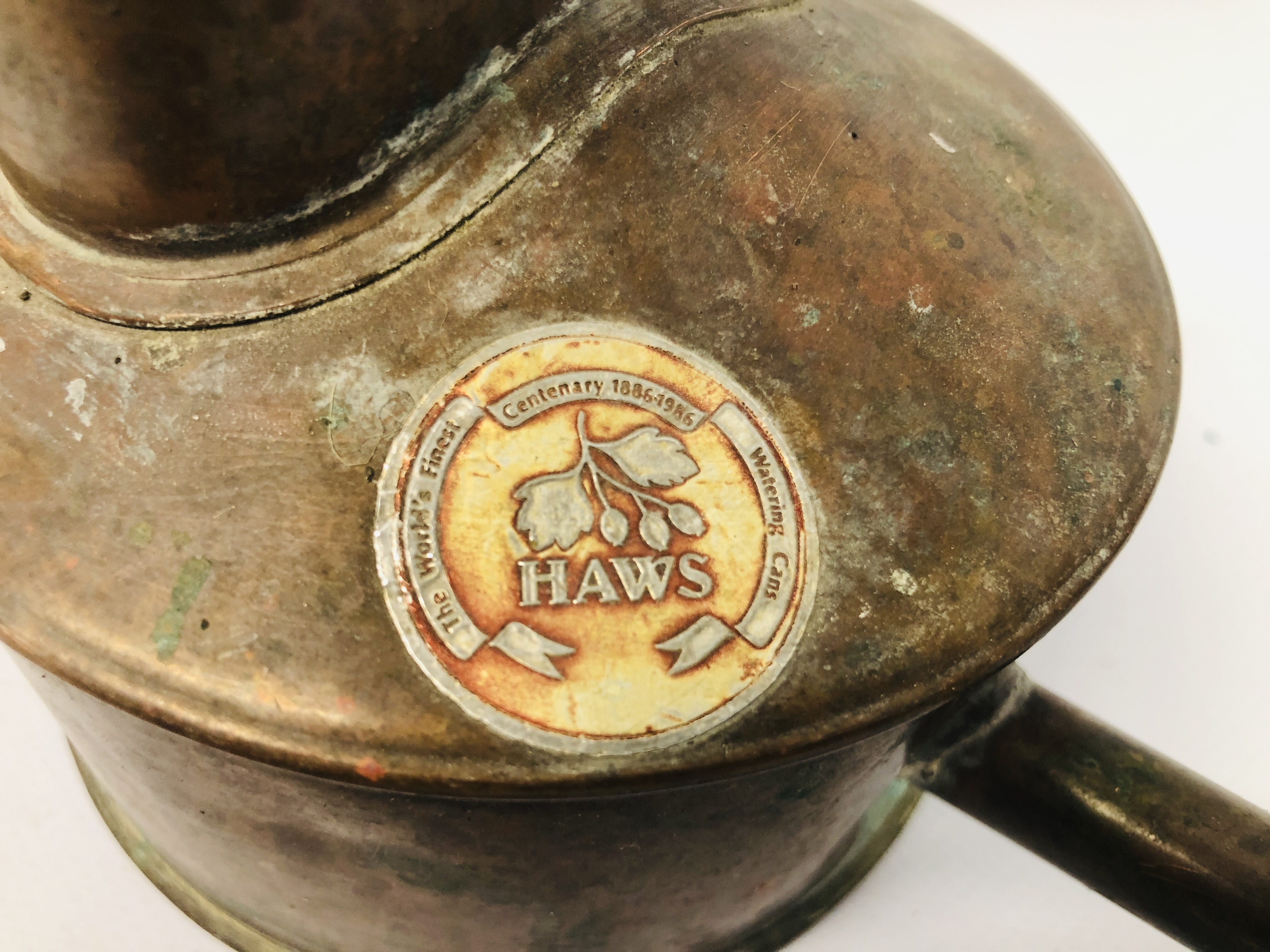 BOX OF ASSORTED COLLECTABLE'S TO INCLUDE VINTAGE WATERING BRASS CAN, SLIDE VIEW, - Image 15 of 25