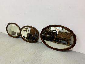 2 X VINTAGE MAHOGANY FRAMED OVAL BEVEL PLATE WALL MIRRORS ALONG WITH AN OVAL OAK FRAMED BEVEL PLATE