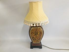 A HIGHLY DECORATIVE REPRODUCTION TABLE LAMP WITH FRINGED SHADE - SOLD AS SEEN