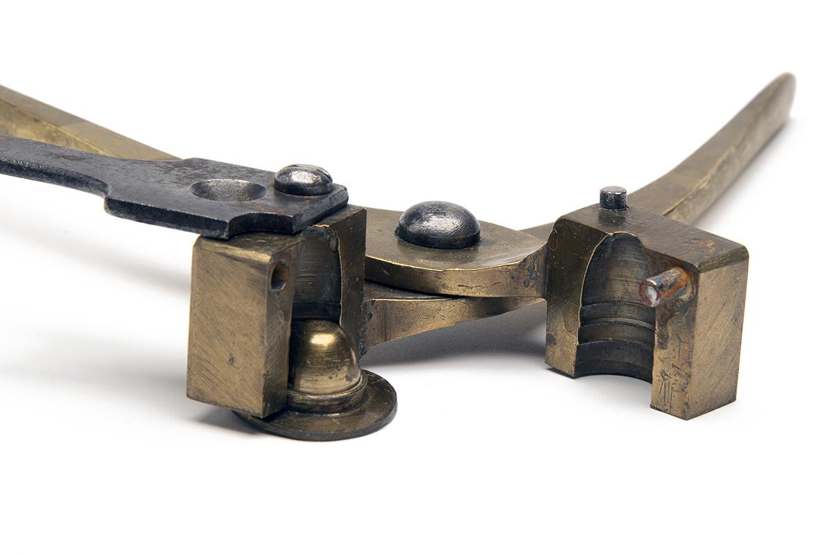 WILLIAM DAVIS, BIRMINGHAM A 14-BORE (.700) SINGLE-CAVITY BULLET-MOULD OF MINIE TYPE, of brass - Image 2 of 3