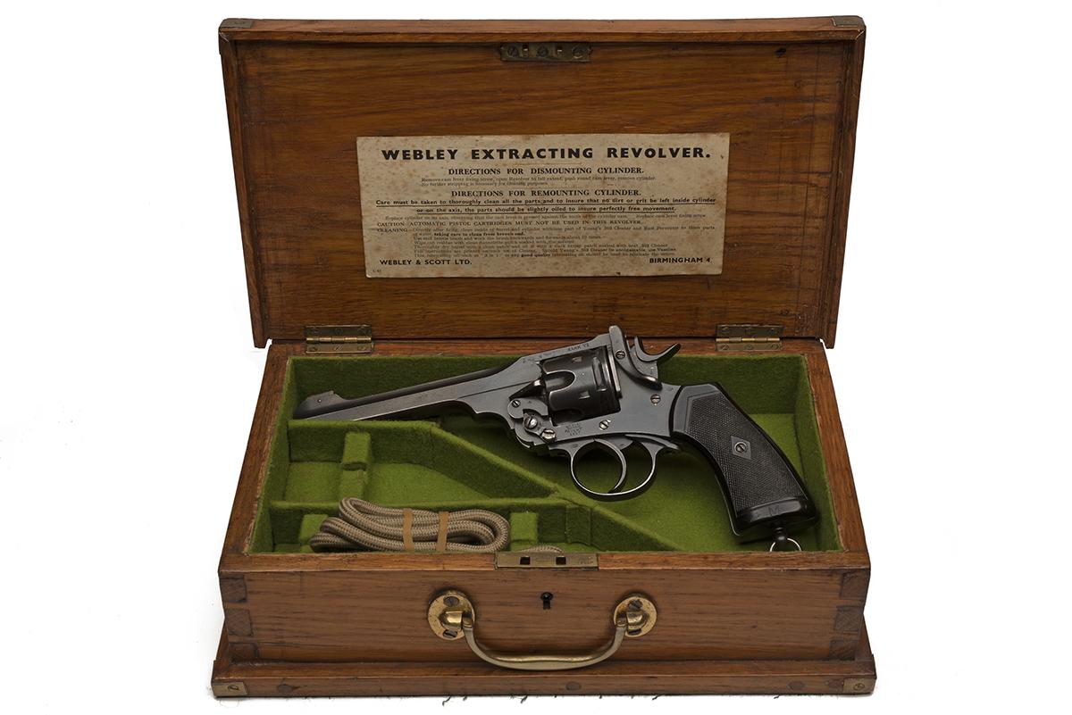 WEBLEY & SCOTT, BIRMINGHAM A .455 SIX-SHOT SERVICE-REVOLVER, MODEL 'MKVI', serial no. 315329, IN A