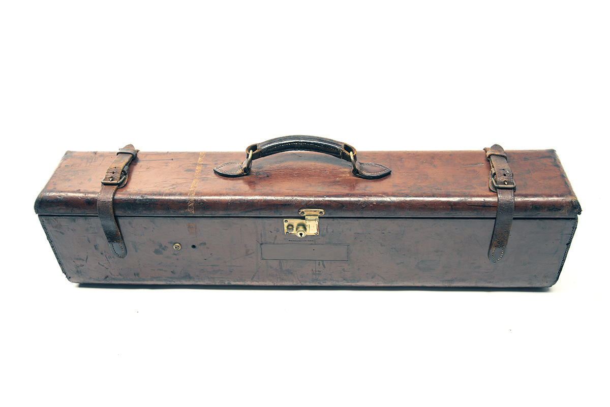 JAMES PURDEY & SONS A LEATHER 'THE PURDEY LIGHTWEIGHT' DOUBLE MOTOR GUNCASE, fitted for 27in. - Image 2 of 2