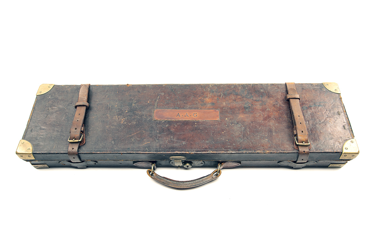 A BRASS-CORNERED LEATHER SINGLE HAMMERGUN CASE, fitted for 30in. barrels, the interior lined with - Image 2 of 2