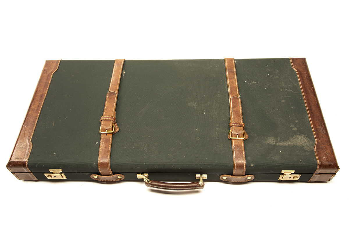 JOHN MACNAB A CANVAS AND LEATHER DOUBLE GUNCASE, fitted for 30in. barrels, the interior lined with - Image 2 of 2