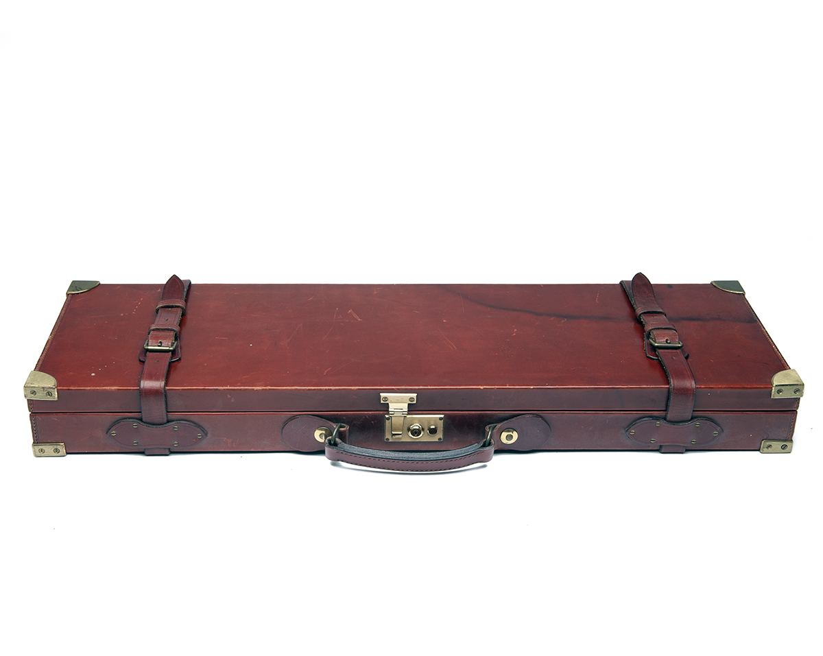 SWAIN ADENEY BRIGG & SONS LTD. A BRASS-CORNERED LEATHER SINGLE GUNCASE, fitted for 29in. barrels ( - Image 2 of 2