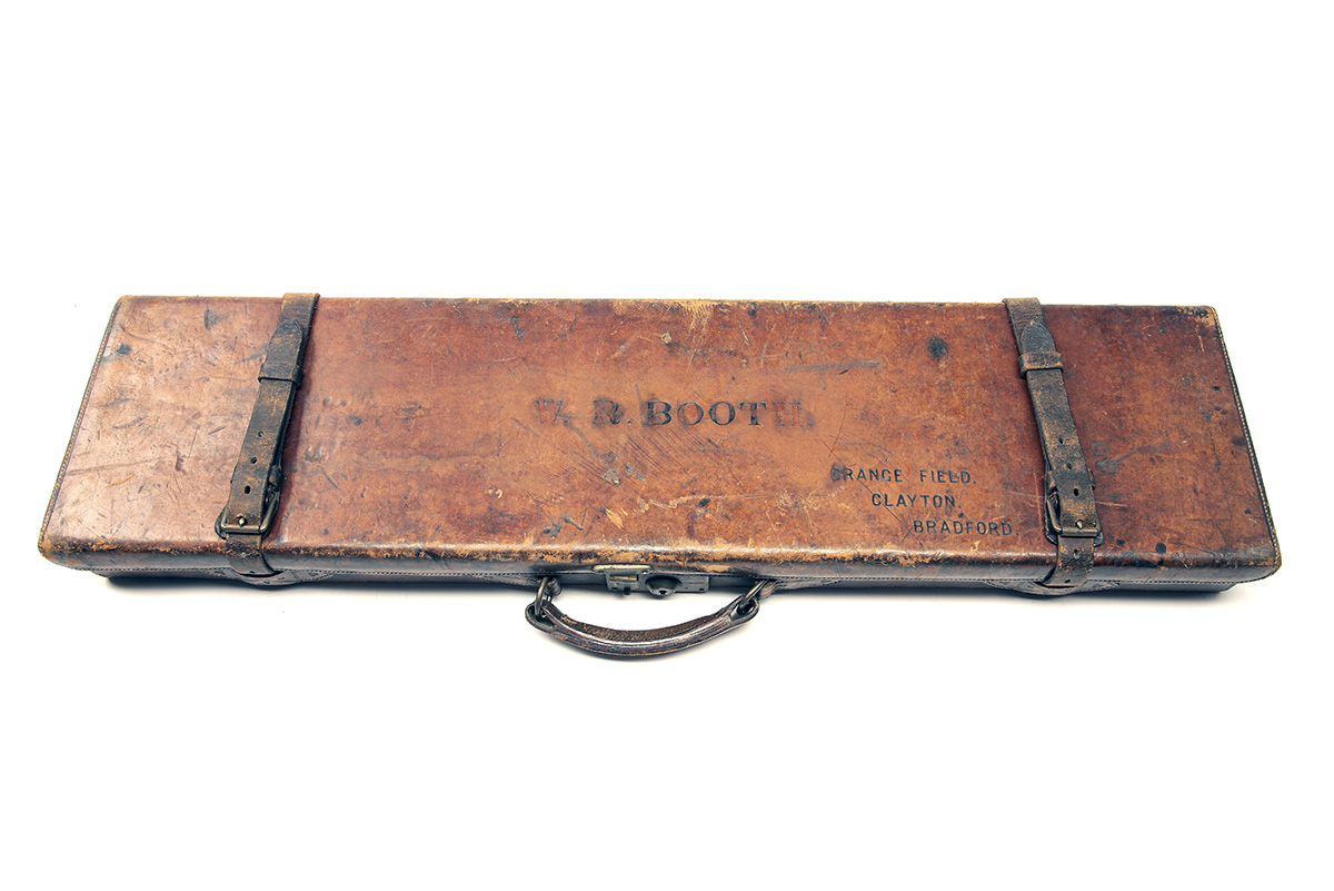 A LEATHER SINGLE GUNCASE, fitted for 30in. barrels (could adapt to 32in.), the interior lined with - Image 2 of 2