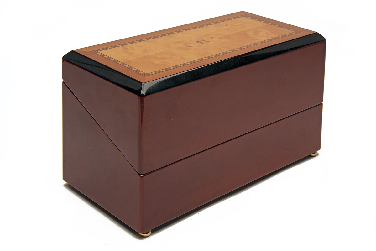 RAPPORT, LONDON A WOOD CASED DUAL AUTOMATIC WATCH-WINDER, mains (UK 240 Volt) or battery operated, - Image 3 of 4