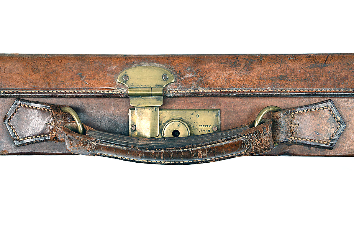HOLLAND & HOLLAND A BRASS-CORNERED LEATHER 4-BORE SINGLE BARREL GUNCASE, fitted for a 28in. - Image 6 of 12
