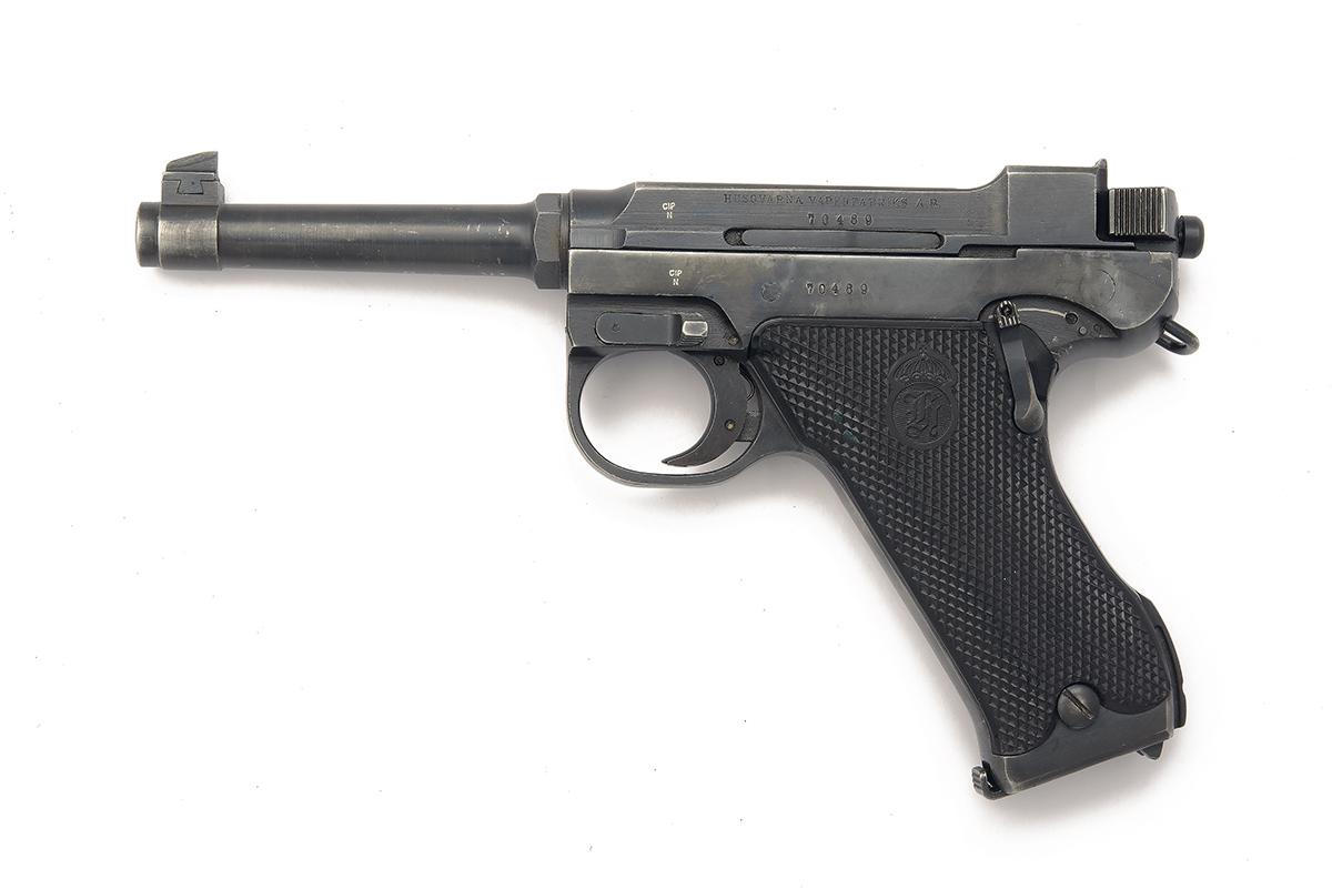 HUSQVARNA, SWEDEN A 9mm (PARA) SEMI-AUTOMATIC SERVICE-PISTOL, MODEL 'M40 LAHTI', serial no. 70489,