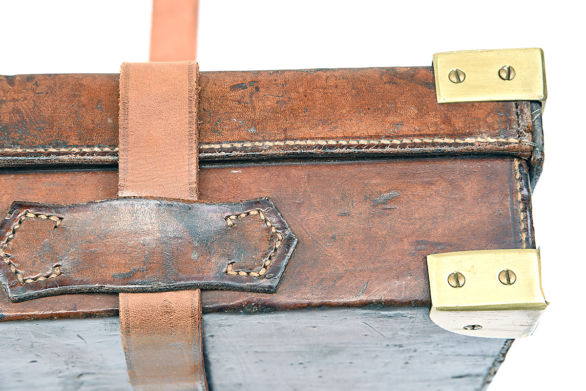 HOLLAND & HOLLAND A BRASS-CORNERED LEATHER 4-BORE SINGLE BARREL GUNCASE, fitted for a 28in. - Image 4 of 12