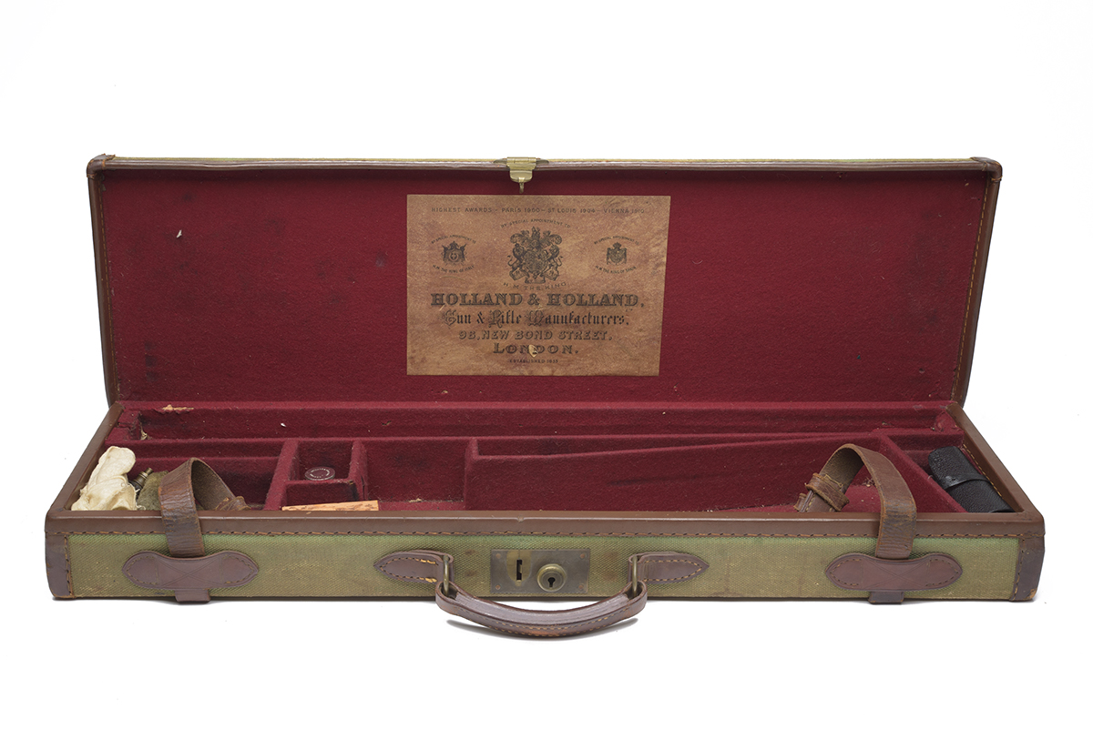 HOLLAND & HOLLAND A CANVAS AND LEATHER SINGLE GUNCASE, fitted for 28in. barrels, the interior