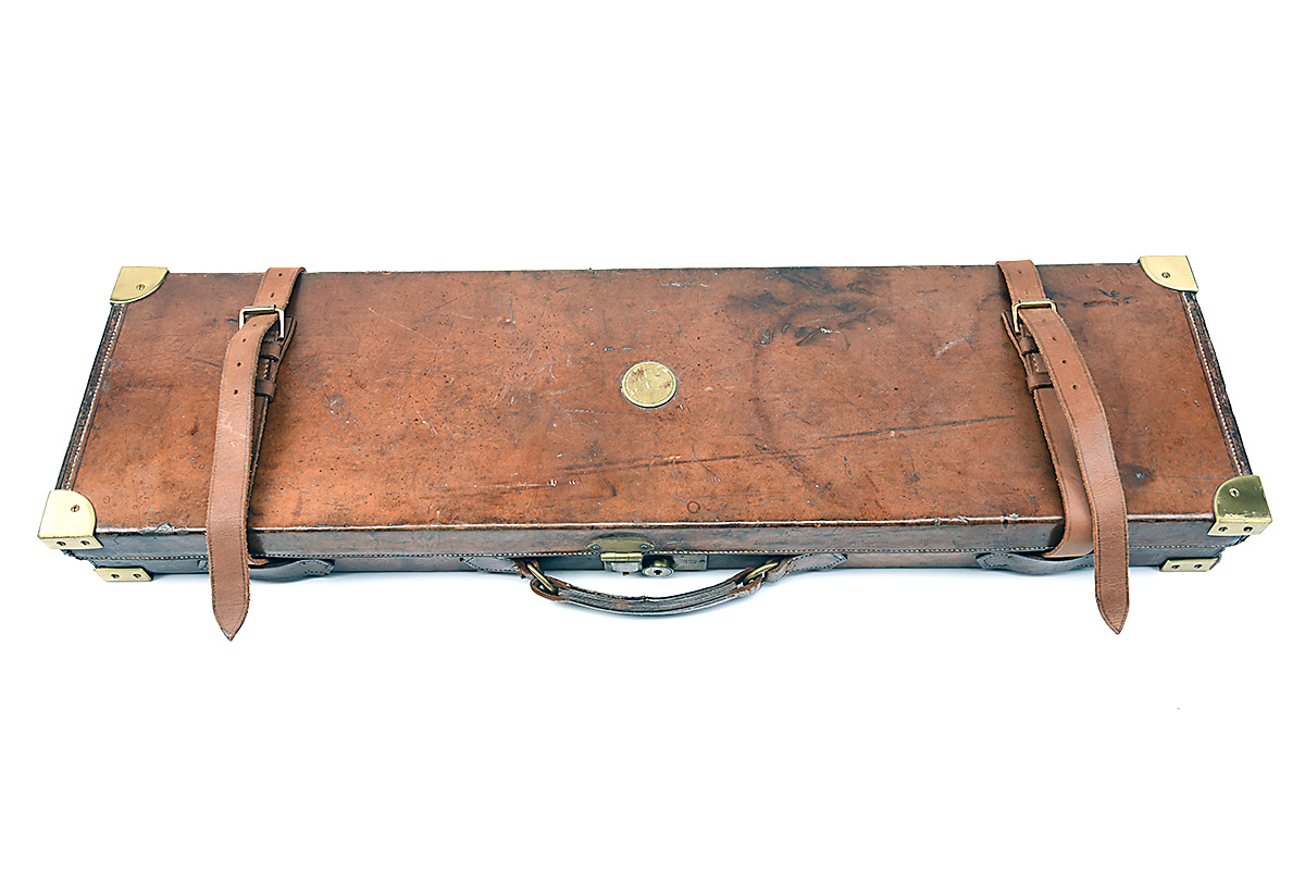 HOLLAND & HOLLAND A BRASS-CORNERED LEATHER 4-BORE SINGLE BARREL GUNCASE, fitted for a 28in. - Image 3 of 12