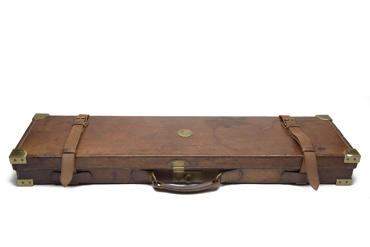 HOLLAND & HOLLAND A BRASS-CORNERED LEATHER 4-BORE SINGLE BARREL GUNCASE, fitted for a 28in. - Image 2 of 12
