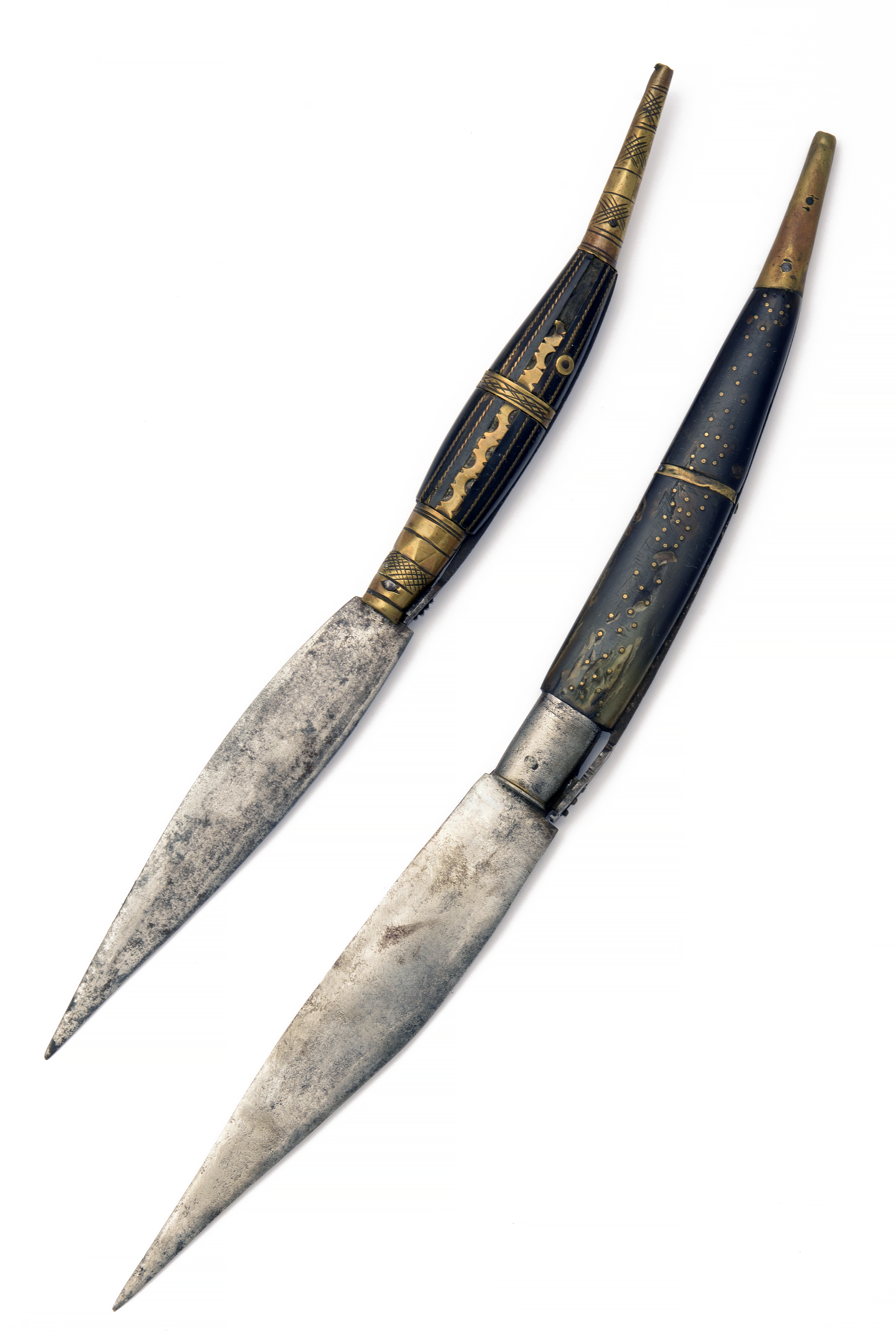 TWO SPANISH NAVAJA FOLDING KNIVES, late 19th century, the largest 16 3/4in. extended, both with horn