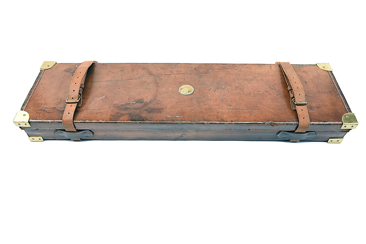 HOLLAND & HOLLAND A BRASS-CORNERED LEATHER 4-BORE SINGLE BARREL GUNCASE, fitted for a 28in. - Image 8 of 12