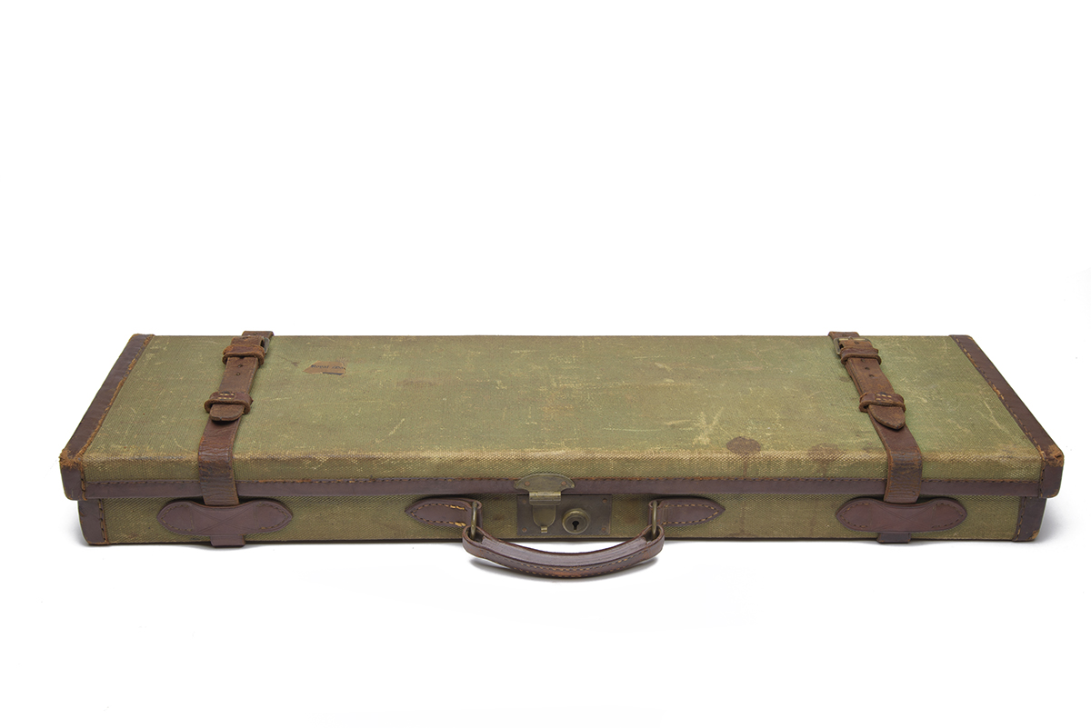 HOLLAND & HOLLAND A CANVAS AND LEATHER SINGLE GUNCASE, fitted for 28in. barrels, the interior - Image 2 of 2