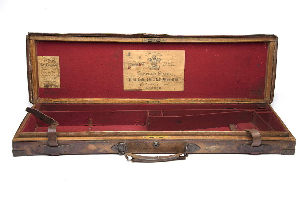 STEPHEN GRANT A BRASS-CORNERED OAK AND LEATHER SINGLE GUNCASE, fitted 30in. barrels, the interior