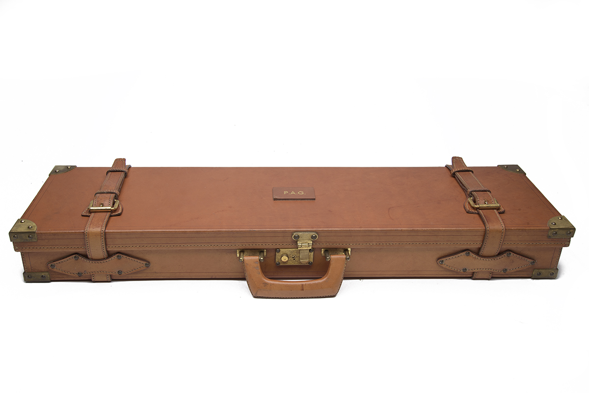 WEBLEY & SCOTT A BRASS-CORNERED LEATHER SINGLE GUNCASE, fitted for 29in. barrels, the interior lined - Image 2 of 2