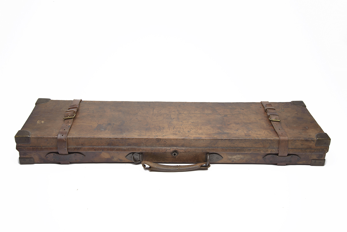 STEPHEN GRANT A BRASS-CORNERED OAK AND LEATHER SINGLE GUNCASE, fitted 30in. barrels, the interior - Image 2 of 2