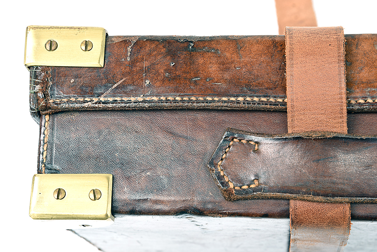 HOLLAND & HOLLAND A BRASS-CORNERED LEATHER 4-BORE SINGLE BARREL GUNCASE, fitted for a 28in. - Image 5 of 12
