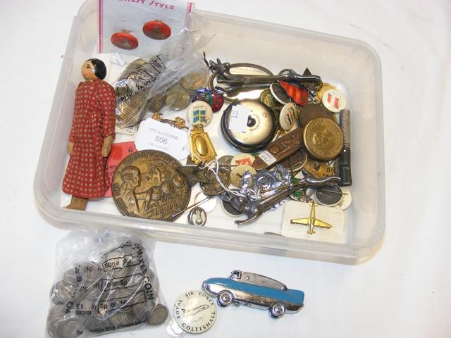 A box of old collectables including buttons, coina