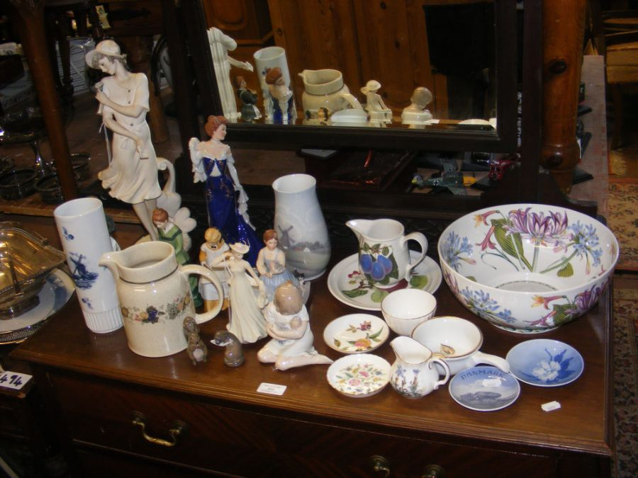 An assortment of ceramic ware including Royal Cope