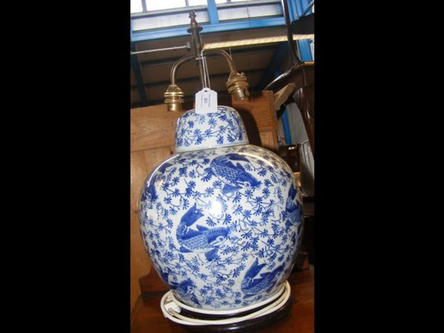 A table lamp in style of a blue and white Oriental